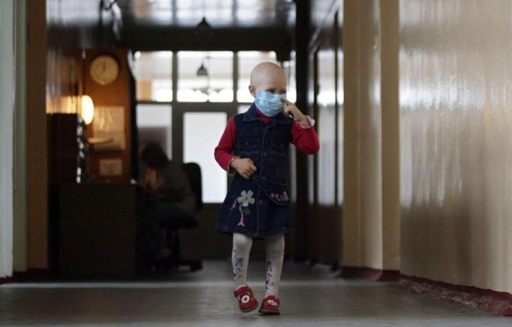 Une jeune patiente leucémique au Danemark. Un nouveau traitement contre ce cancer consiste à transformer les cellules sanguines du patient en missiles capables de repérer et de détruire les cellules cancéreuses.<br />