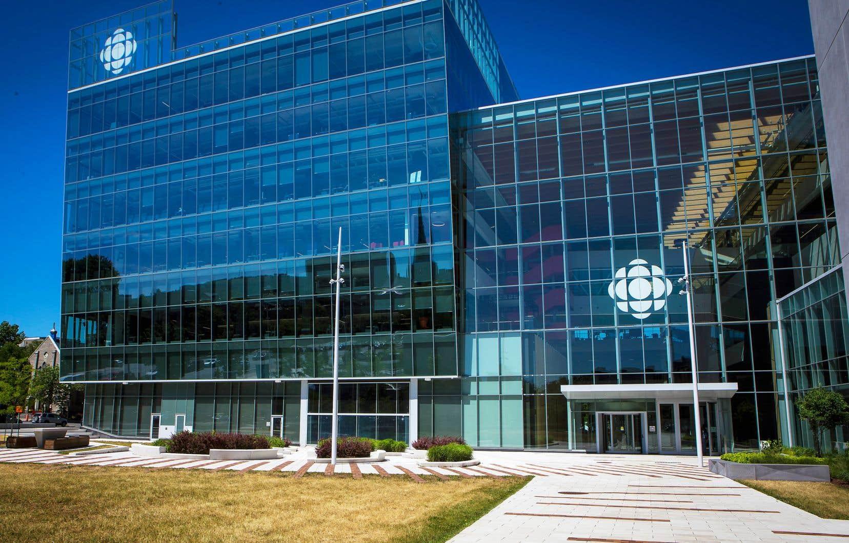 L'ombudsman de Radio-Canada a blâmé l'animateur de l'émission «Bien entendu», Stéphan Bureau, à la suite d'une entrevue avec le controversé médecin français Didier Raoult.