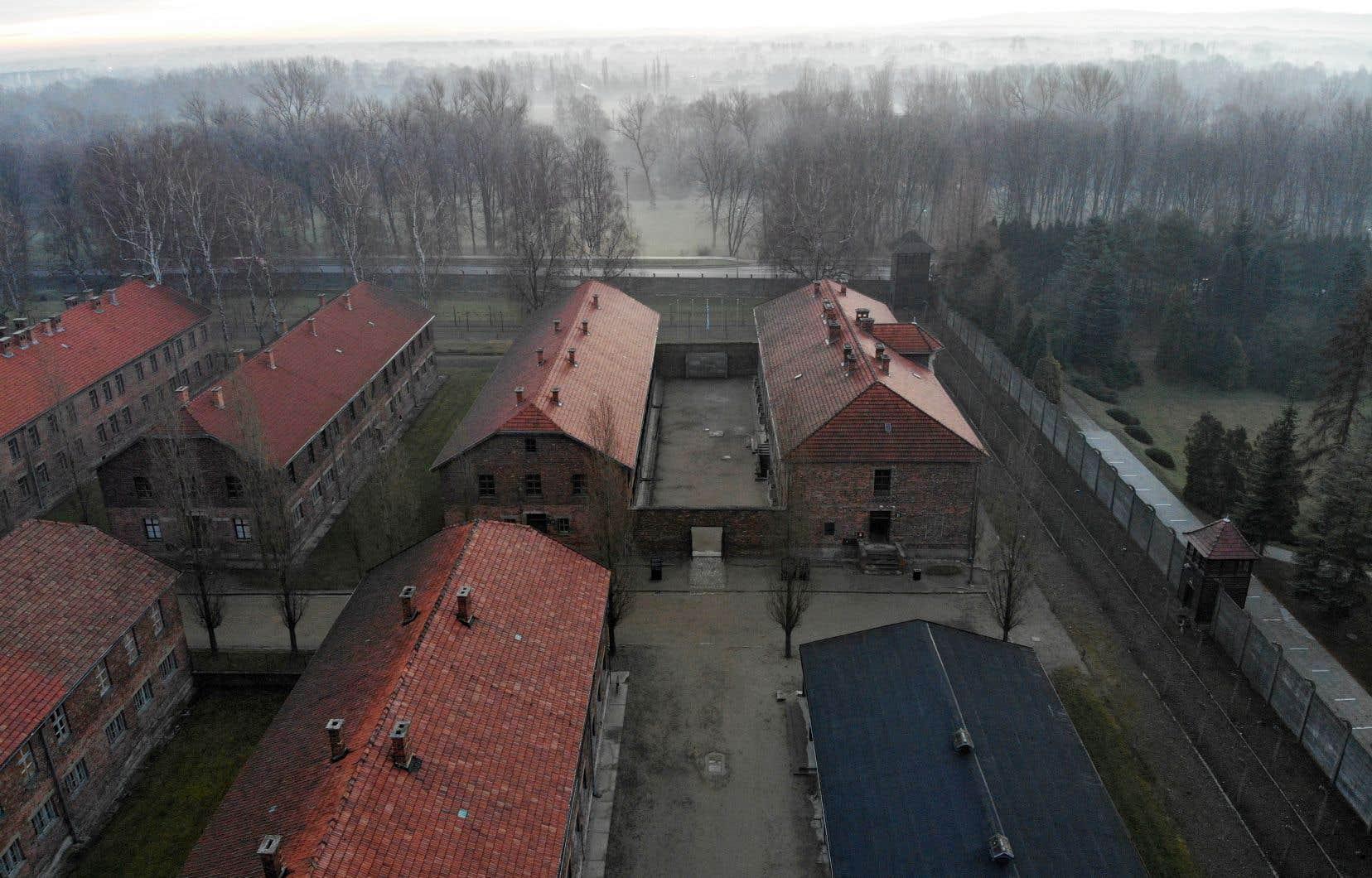 Une photo aérienne prise le 15 décembre 2019 à Oświęcim, en Pologne, montre une vue des bâtiments d'Auschwitz I, qui faisait partie de l'ancien camp d'extermination nazi allemand d'Auschwitz-Birkenau.