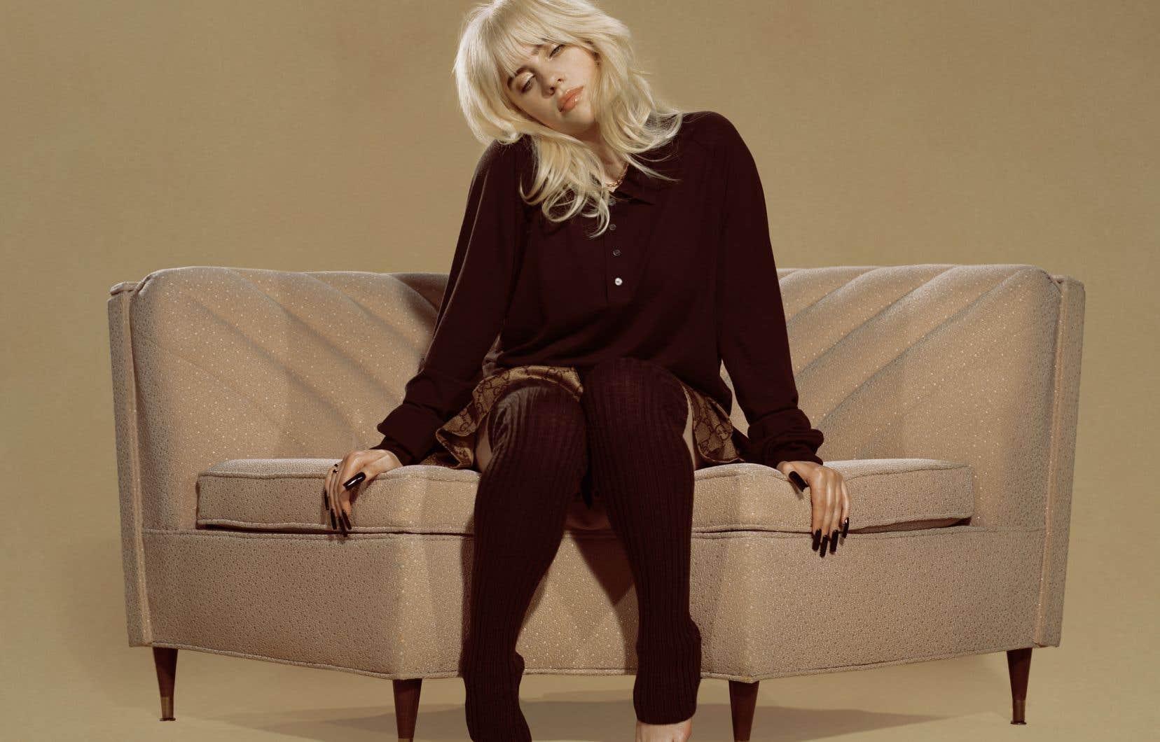 Le second album de Billie Eilish s'ouvre sur son nouveau statut de célébrité et sur le regard que les autres portent sur elle.