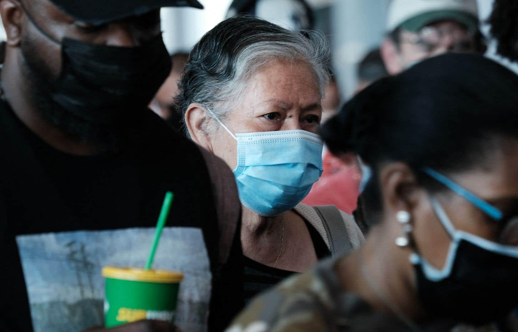 Des documents de la principale agence sanitaire des États-Unis montrent que les contaminations de personnes vaccinées ne sont pas aussi rares qu'on le pensait.