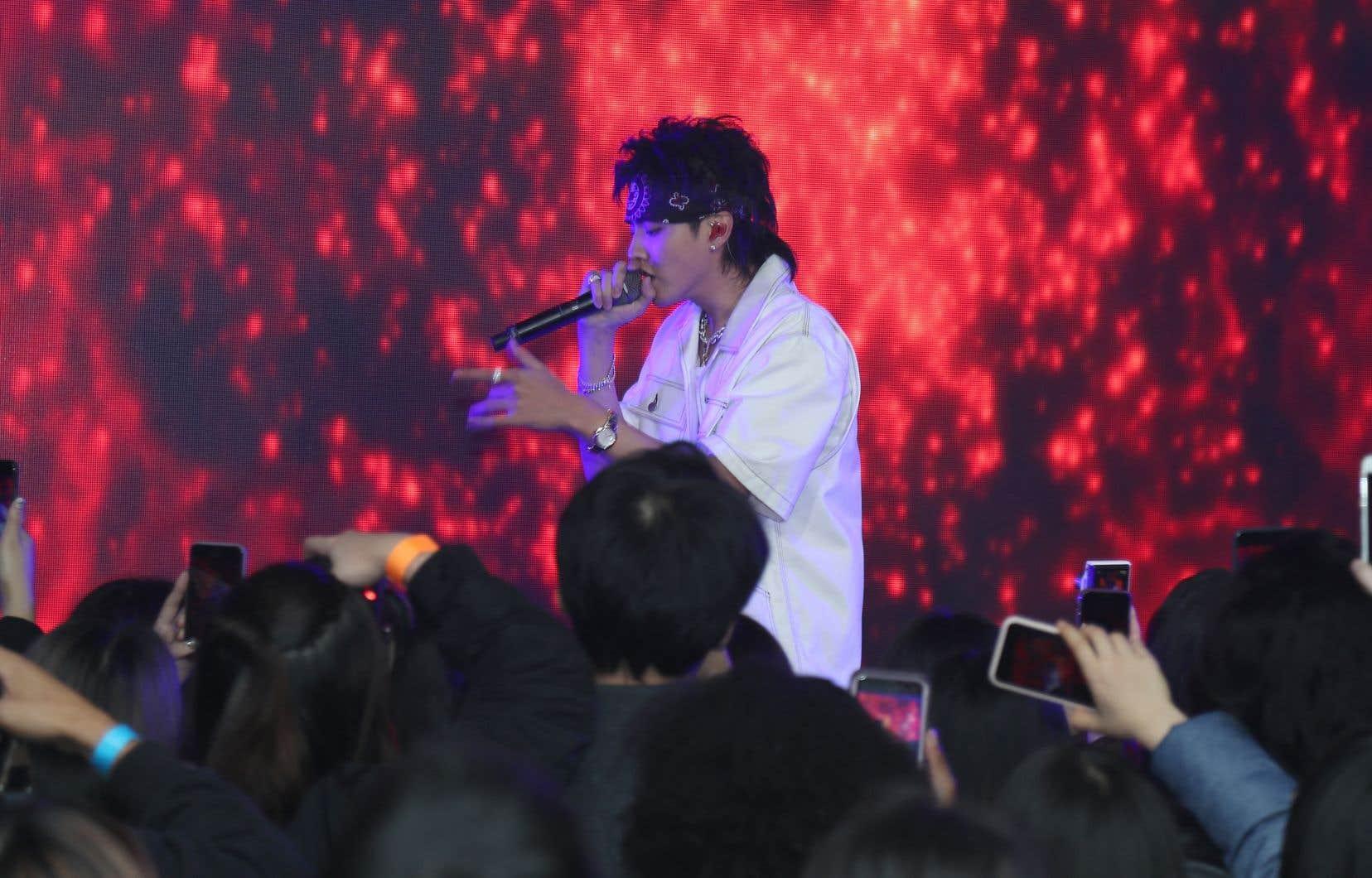 La police de Pékin détient le chanteur sino-canadien Kris Wu, soupçonné de viol