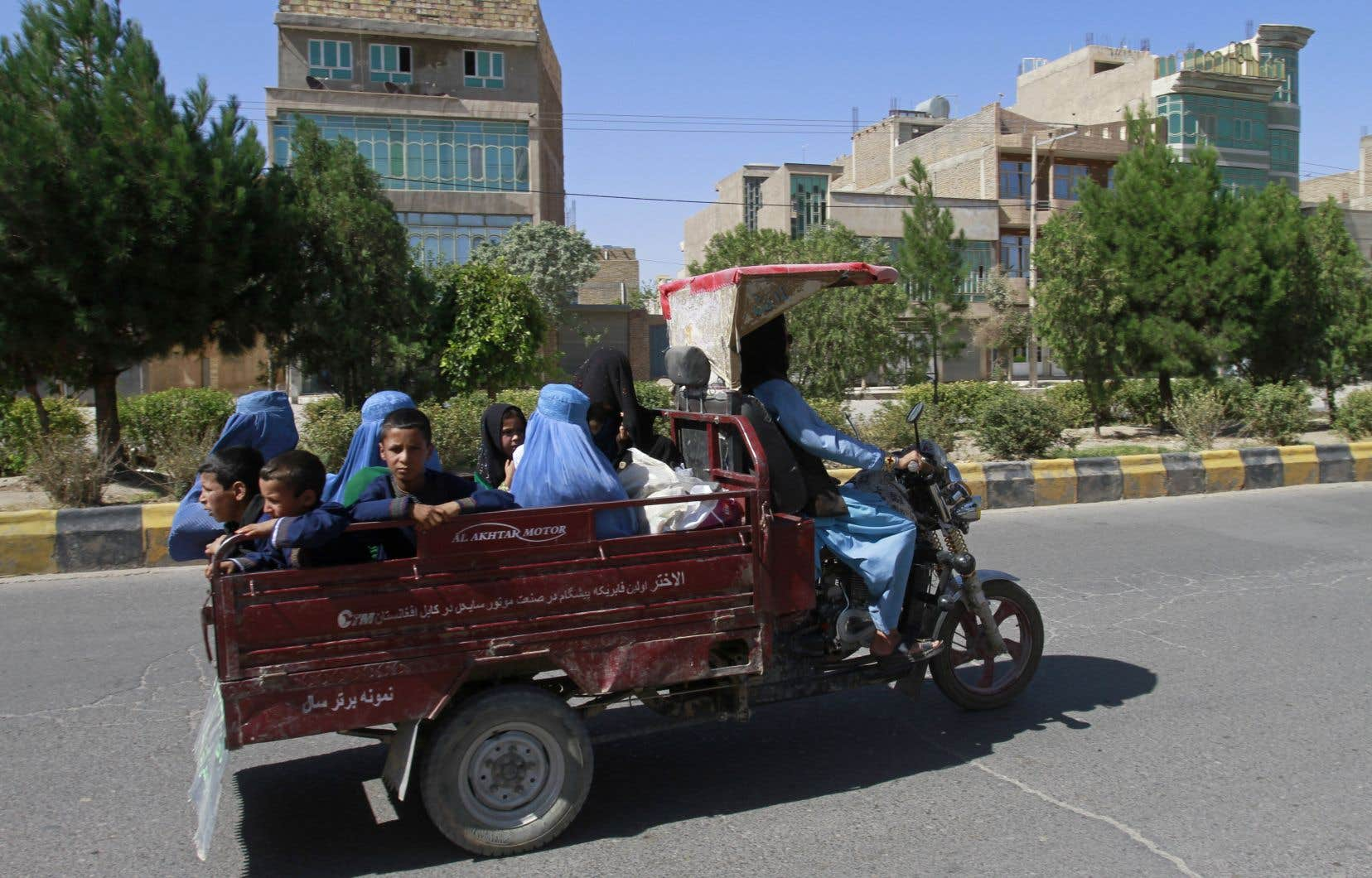 L'urgence se fait sentir alors que les talibans continuent de s'emparer de vastes régions en Afghanistan.