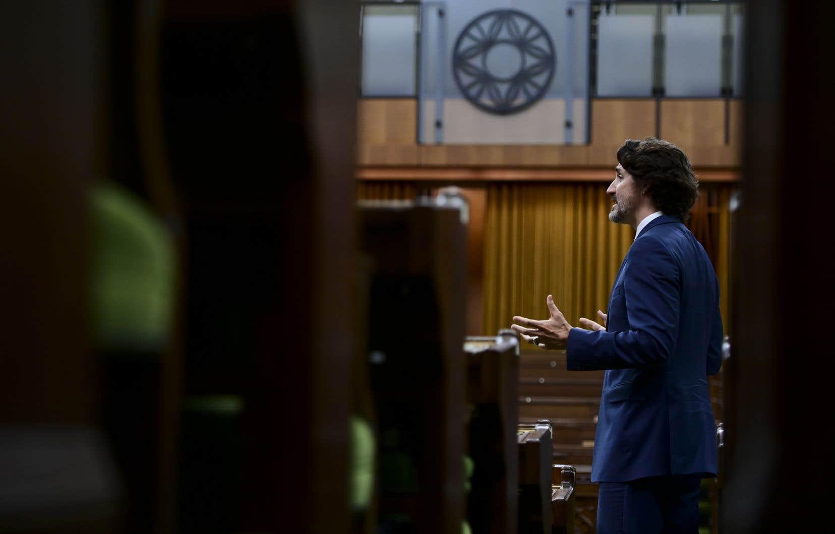 Toutes les lois imposant des élections à date fixe contiennent une échappatoire grosse comme une porte de grange, puisqu'elles précisent qu'elles n'affectent aucunement le pouvoir royal de dissoudre le Parlement, pouvoir exercé à la demande du premier ministre.