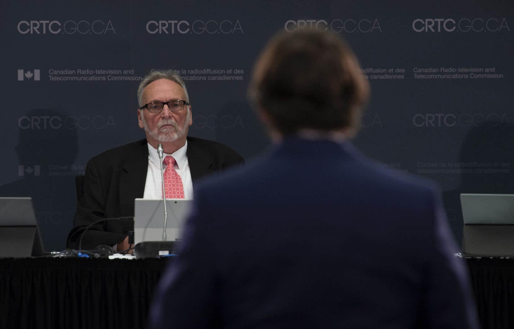 «La Société Radio-Canada outrepasse son mandat en créant une télévision publique à deux vitesses: des contenus enrichis, exclusifs et offerts en primeur aux mieux nantis, et des contenus réguliers et des reprises à la masse», plaidait Québecor en octobre 2019 devant le CRTC.