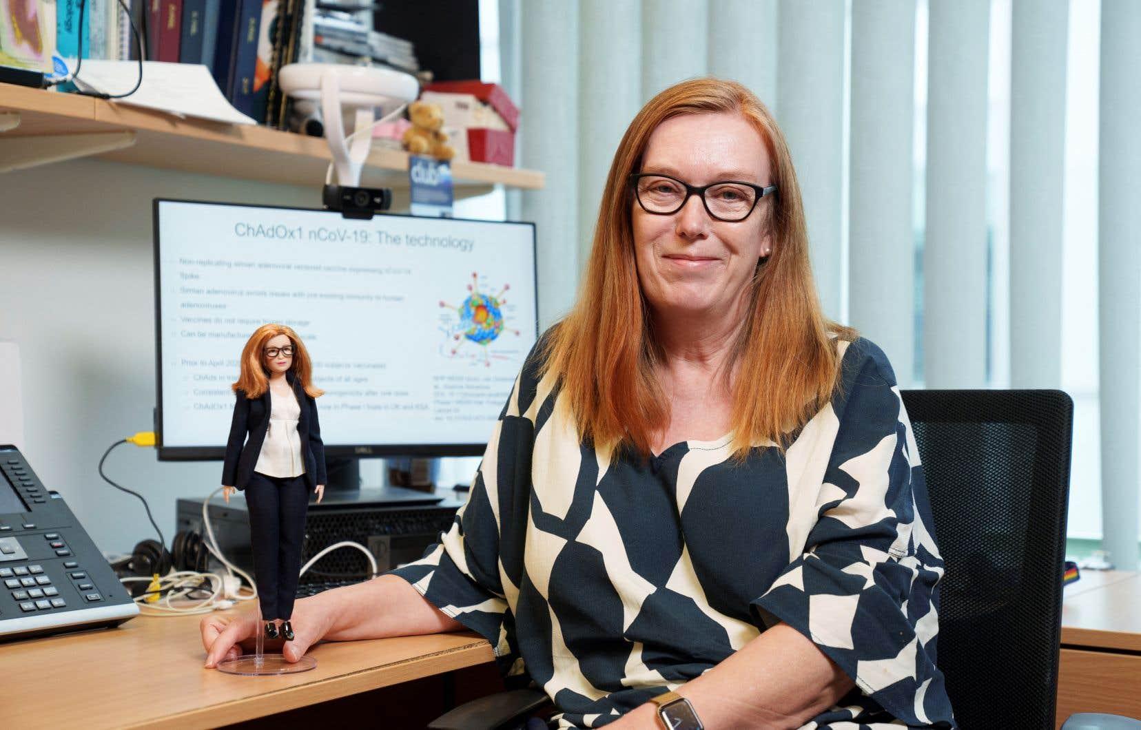 Le fabricant de jouets Mattel a créé une poupée Barbie en l'honneur de la scientifique britannique Sarah Gilbert, co-créatrice du vaccin d'Oxford/AstraZeneca contre la COVID-19.