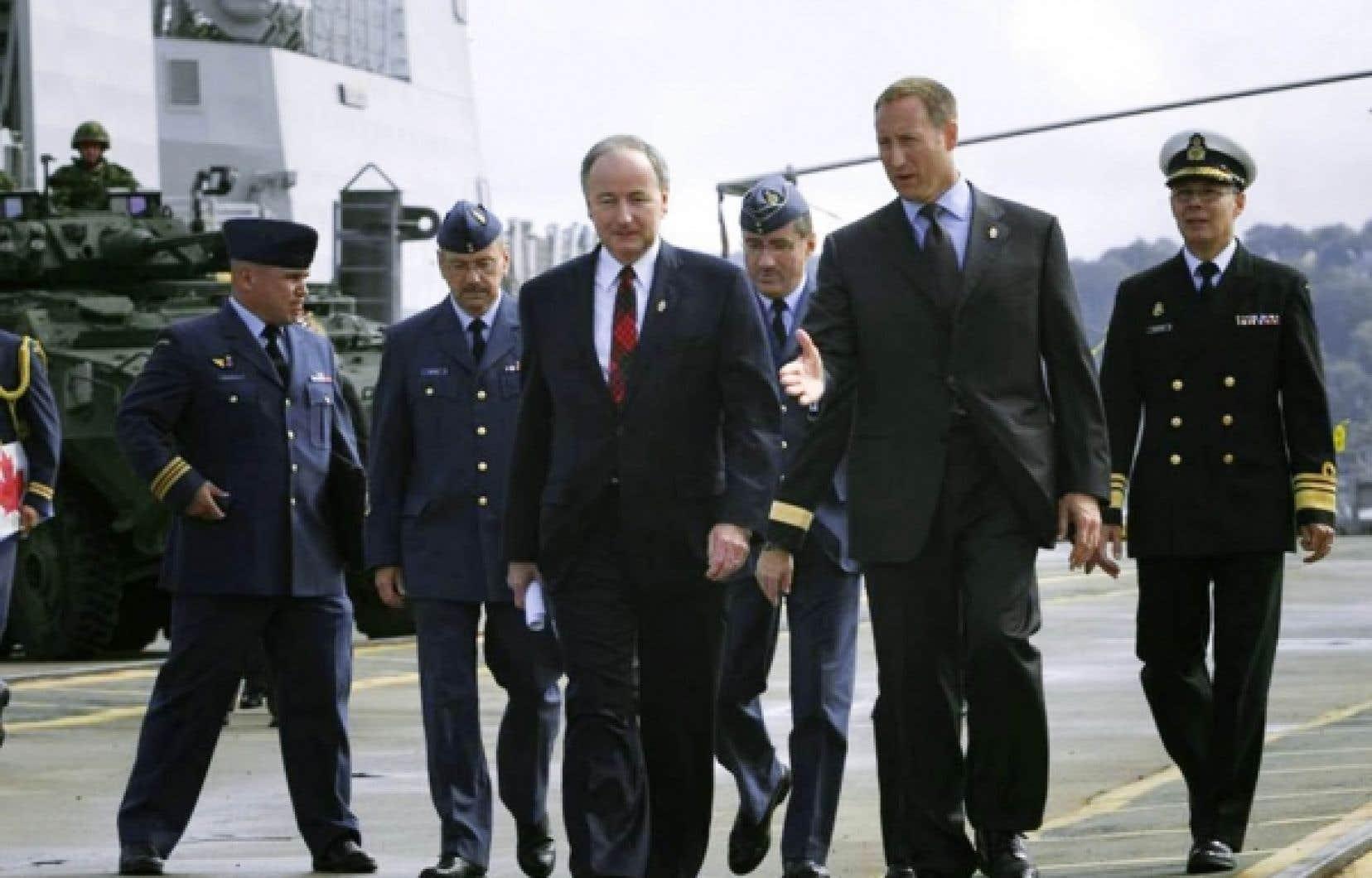 Les ministres fédéraux de la Justice et de la Défense, Rob Nicholson et Peter MacKay, ont annoncé officiellement de nouvelles nomenclatures pour différents corps de l'armée, en y ajoutant la mention «royale». <br />