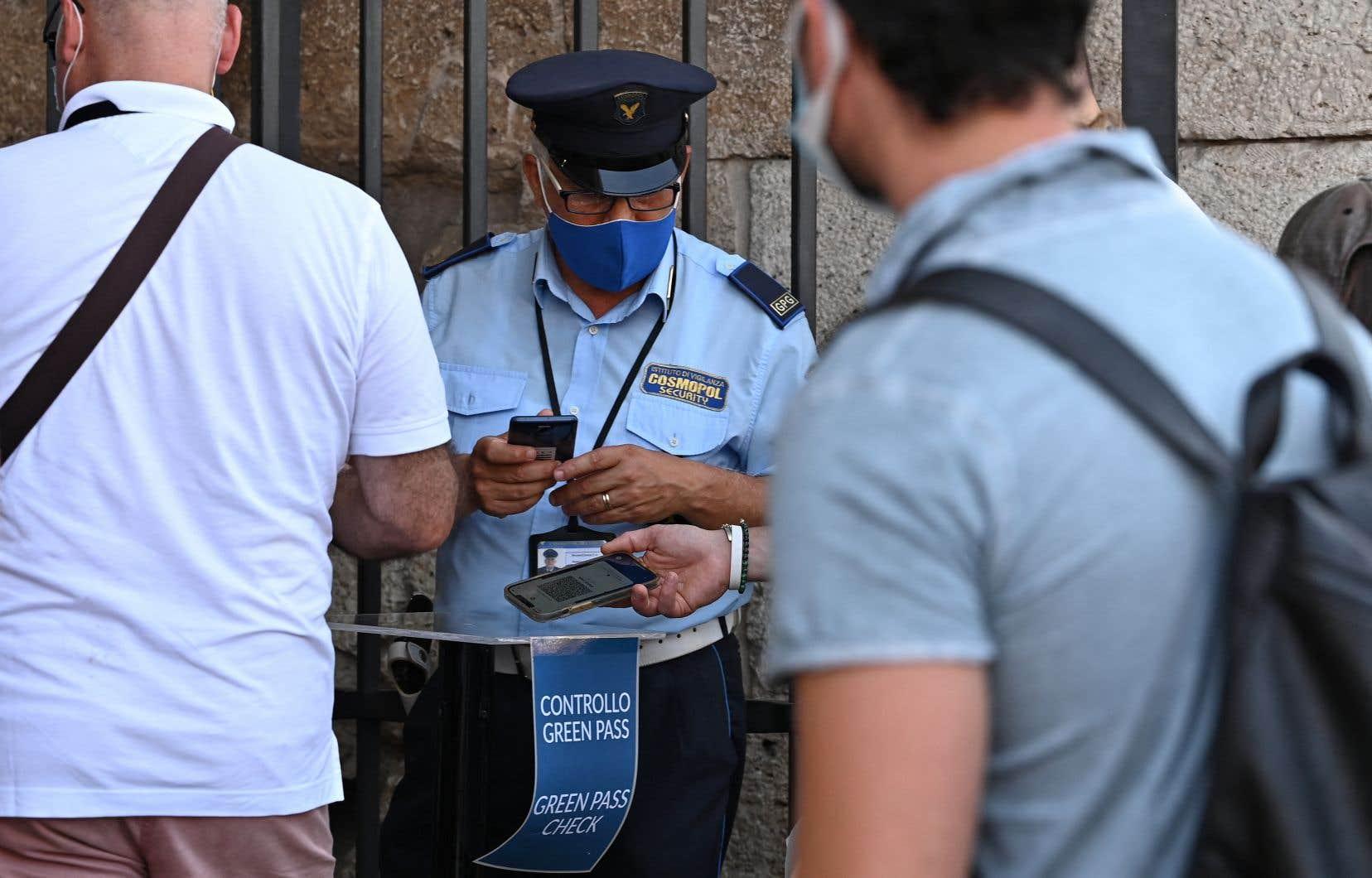 Pour les Italiens, ce passeport vaccinal porte le nom de «carte verte»