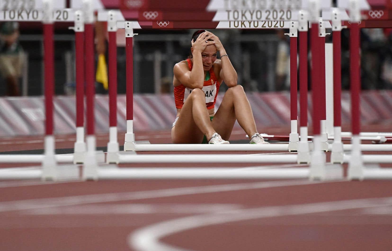 Gagner une médaille constitue le rêve ultime pour les athlètes de haut niveau. Nombre d'entre eux se sont surentraînés dans l'espoir d'atteindre cet objectif et, arrivés à Tokyo, ils se rendent compte de leur état et angoissent.