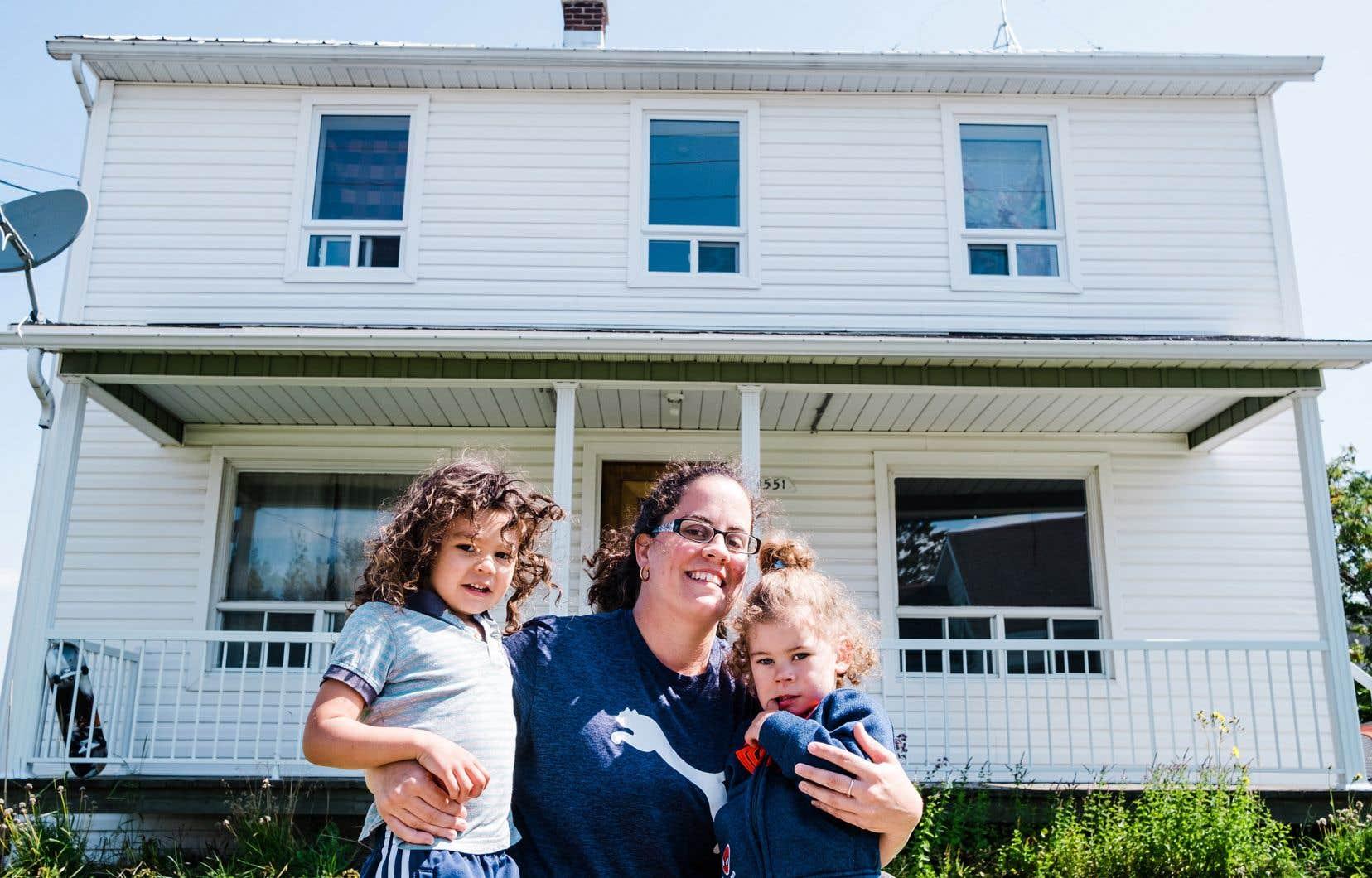 Mélissa Quesnel, 34 ans et mère de six enfants, a changé de vie après avoir remporté la maison que faisait tirer Saint-Philémon. Le concours visait à attirer de jeunes familles dans la petite municipalité de Chaudière-Appalaches.
