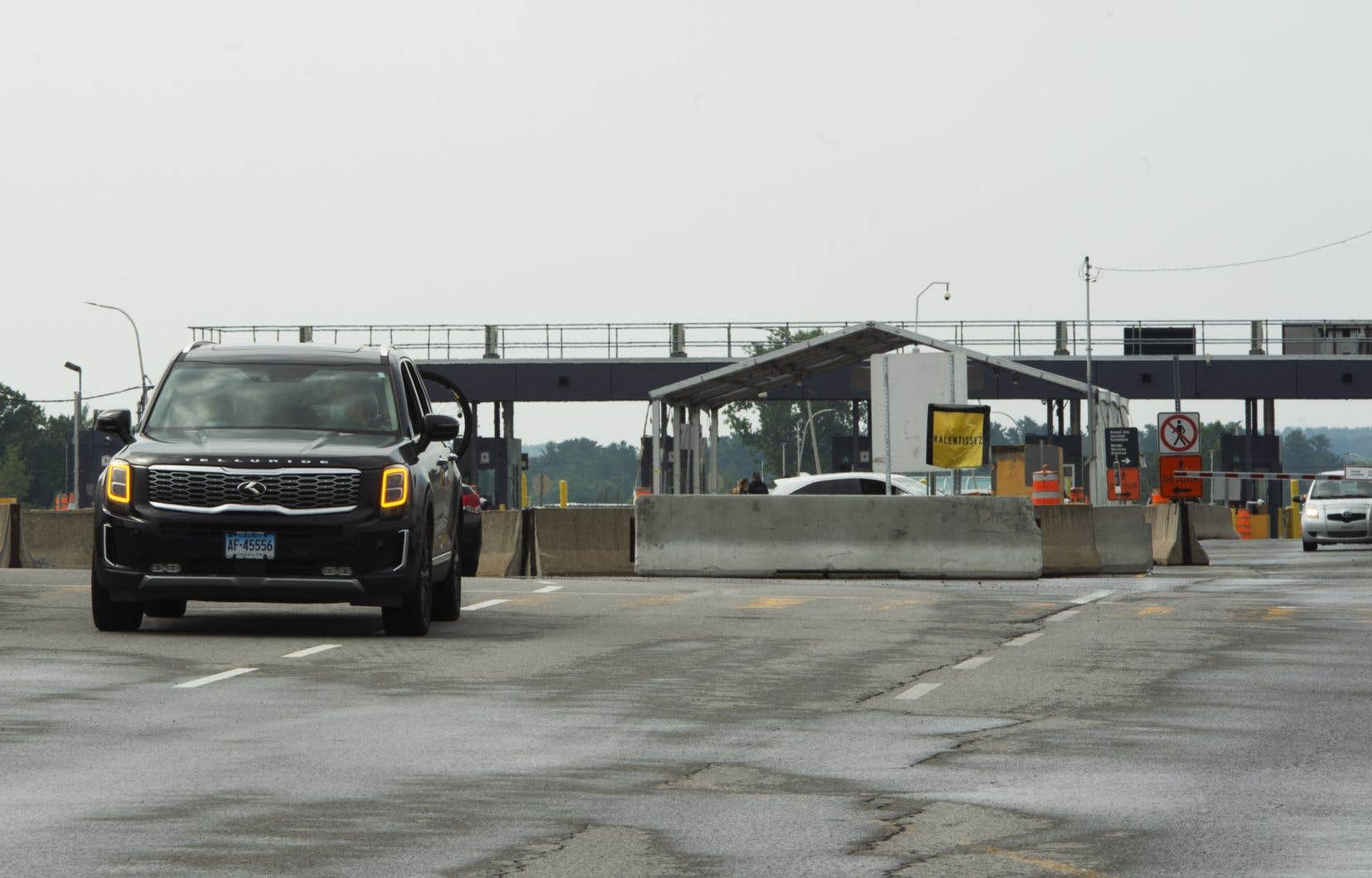 Lundi, la circulation routière aux abords des postes frontaliers rouverts était normale, selon Marie-Ève Letellier, porte-parole de l'Agence des services frontaliers du Canada. «Il y a une petite hausse de volume, mais rien d'un impact majeur qui cause des temps d'attente à la frontière.»