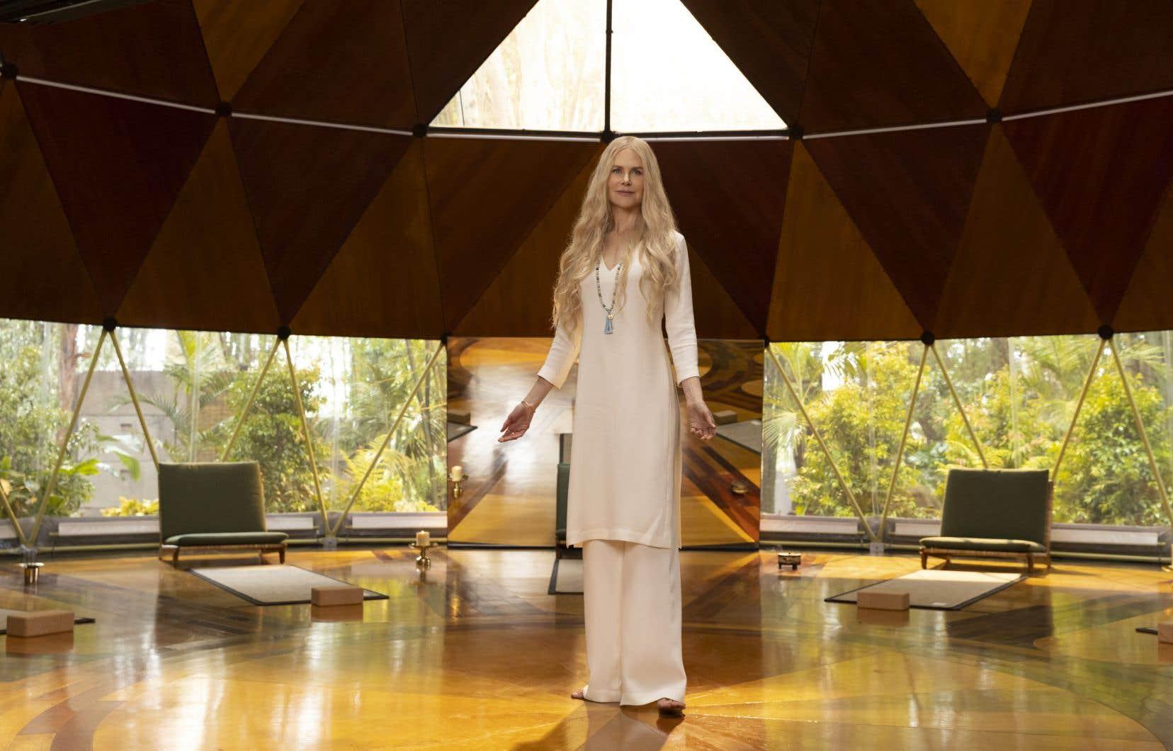 Ce n'est qu'à la vingtième minute du premier épisode que Nicole Kidman apparaît dans toute sa splendeur elfique.