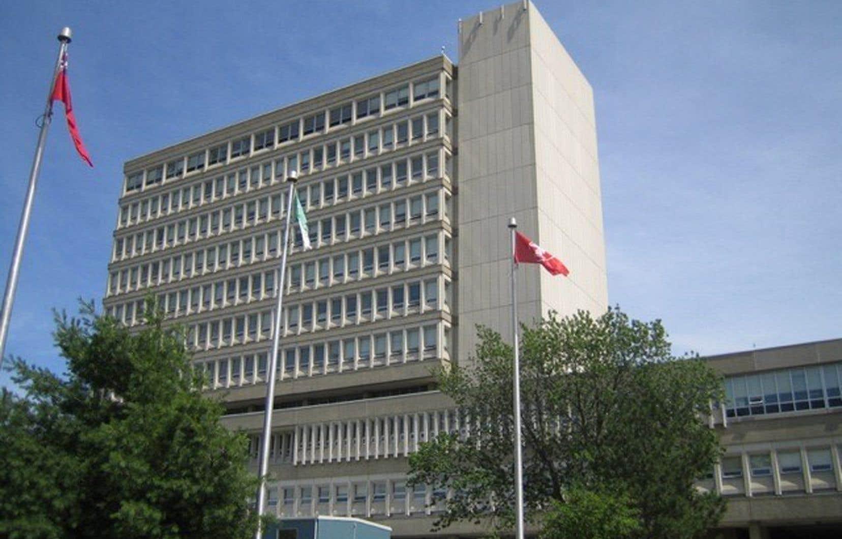 Depuis le début de l'année, l'Université Laurentienne a licencié près de 200 employés et professeurs, a aboli 69 programmes et a mis fin à son association avec ses trois universités fédérées.