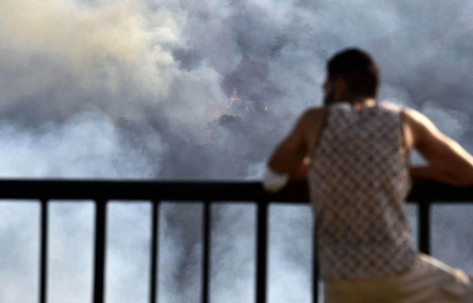 Une centaine de feux ont été recensés jeudi dans tout le pays.