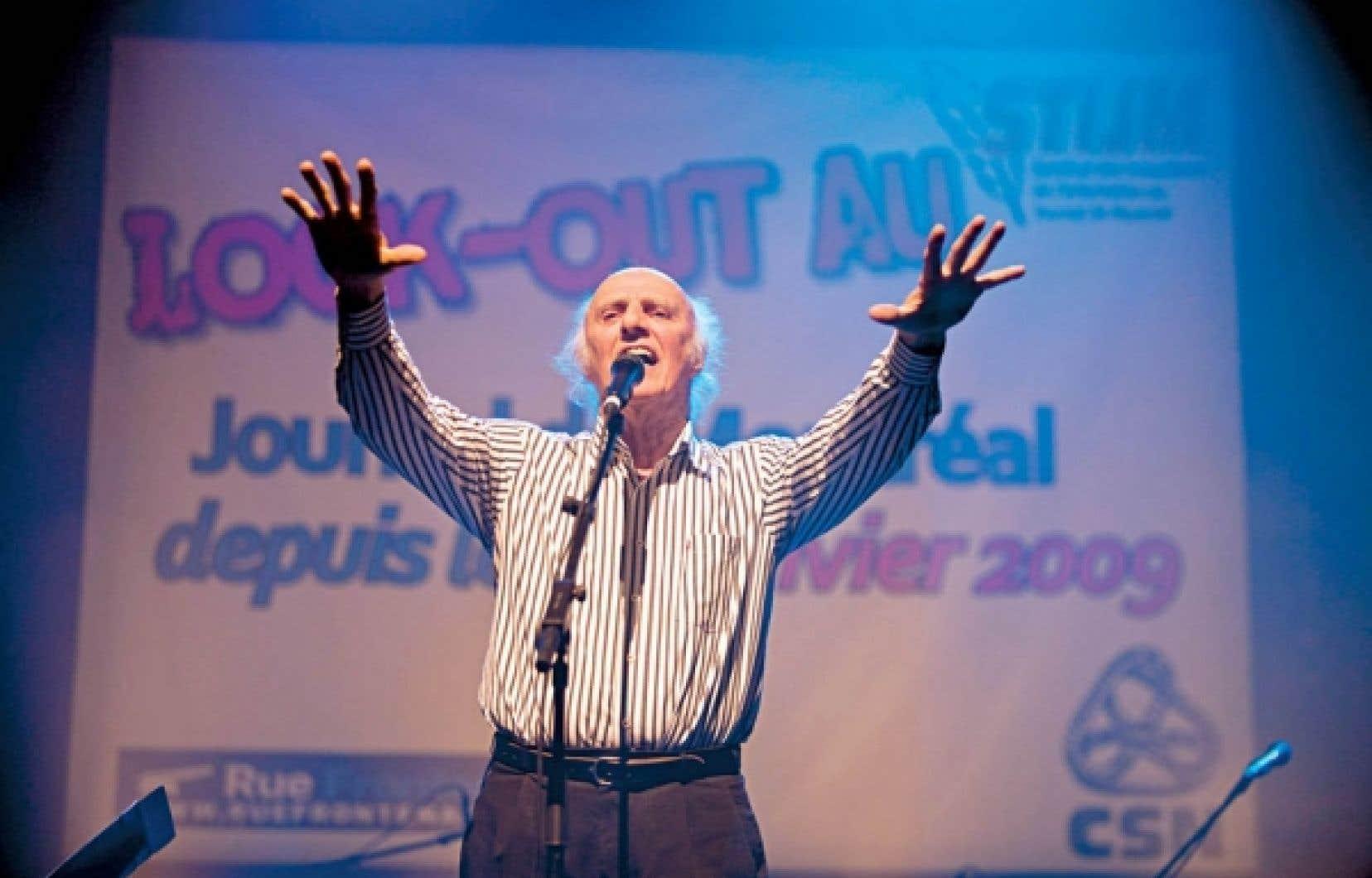 Gilles Vigneault chantant en appui aux lockoutés du Journal de Montréal, en janvier 2011<br />