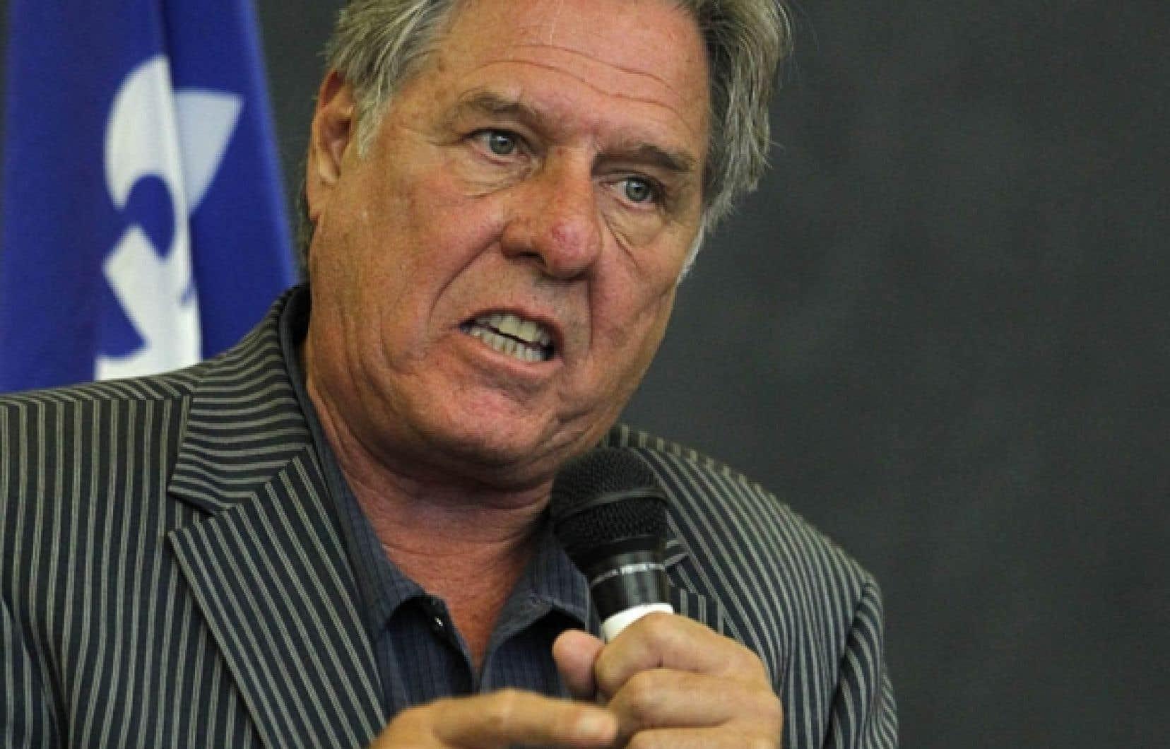 Le député de Borduas soutient qu'il ne plongerait que s'il acquérait «la conviction que le parti, la culture du parti et le climat du parti sont prêts à accueillir des propositions pour un renouvellement sérieux des institutions démocratiques».