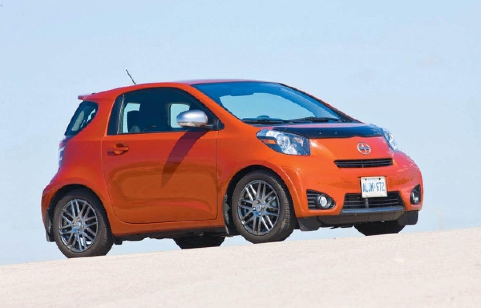 La Scion iQ de Toyota vise une clientèle citadine et soucieuse de l'environnement, souhaitant conduire quelque chose de différent.<br />