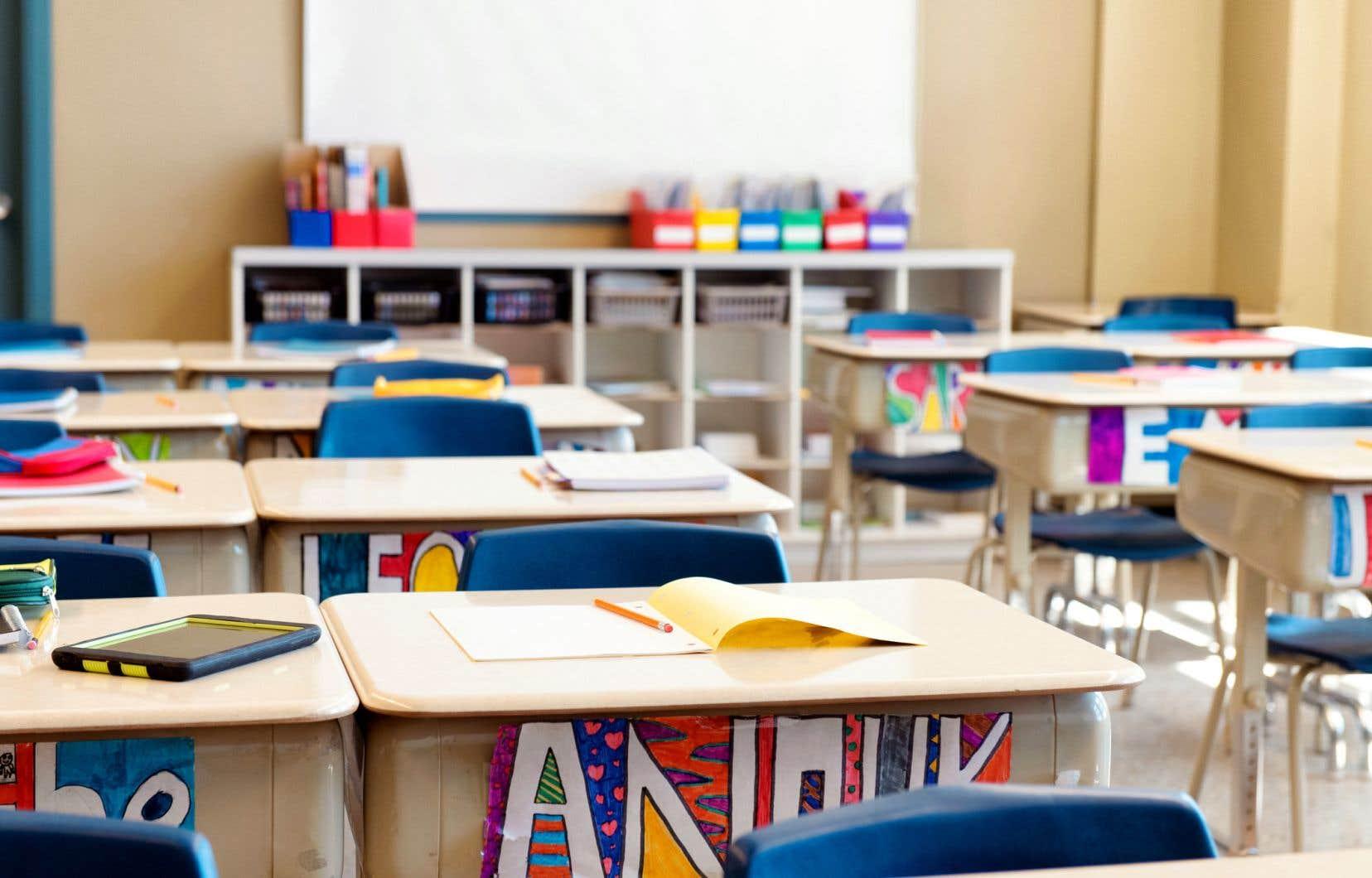 À deux semaines de la rentrée scolaire, le président de la Fédération du personnel de soutien scolaire, affiliée à la Centrale des syndicats du Québec, rapporte que plusieurs postes restent vacants.