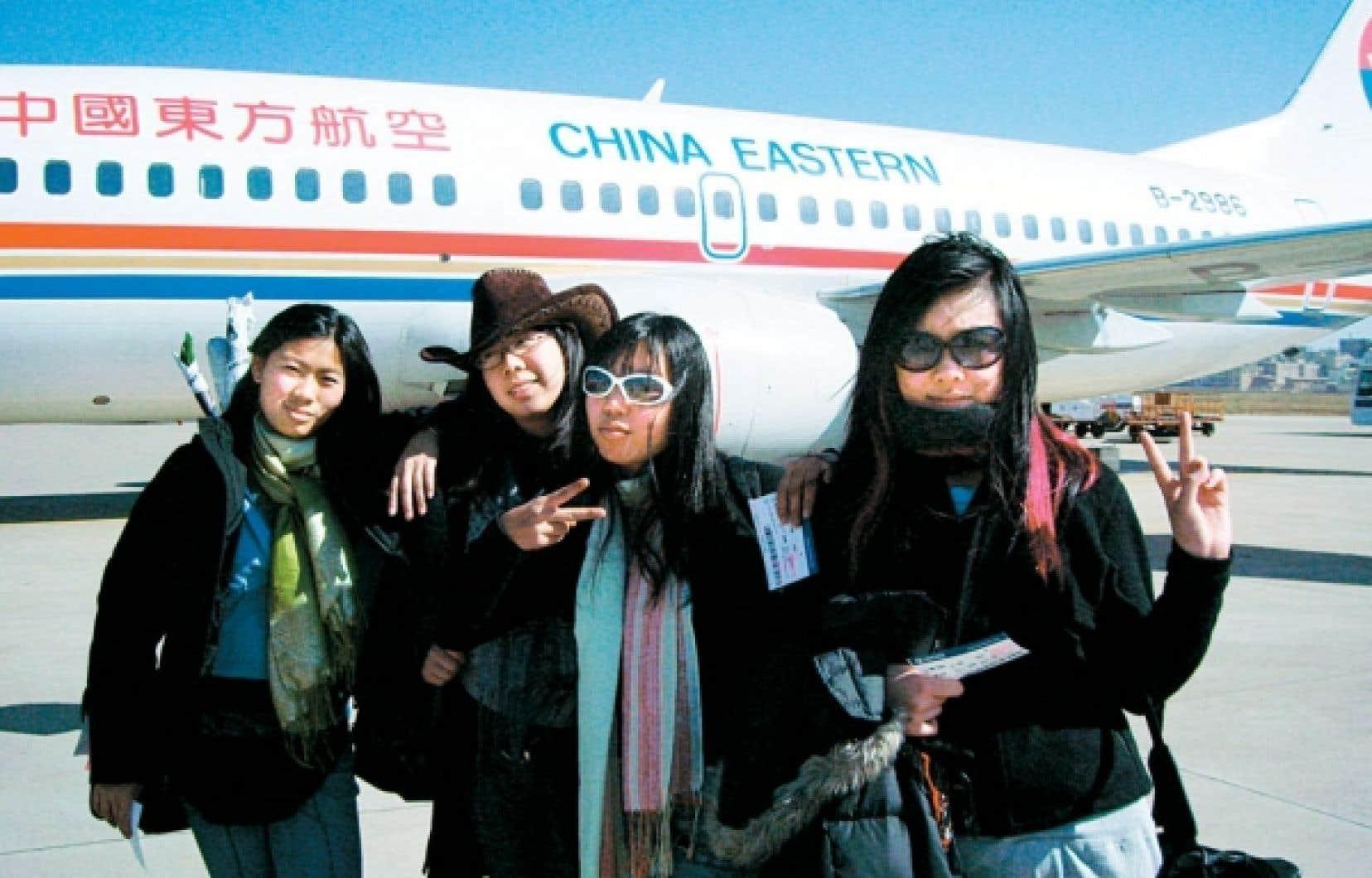 La cam&eacute;ra suit cinq adolescentes et leurs parents lors d&rsquo;un voyage en Chine, en qu&ecirc;te des origines.<br />