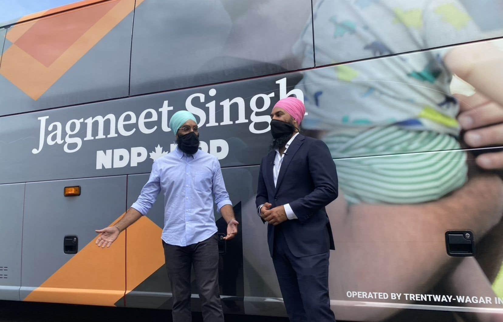 Le chef du NPD, Jagmeet Singh, a été accueilli par son frère, le député provincial Gurratan Singh, dans son fief de Brampton-Est, lundi, en Ontario.