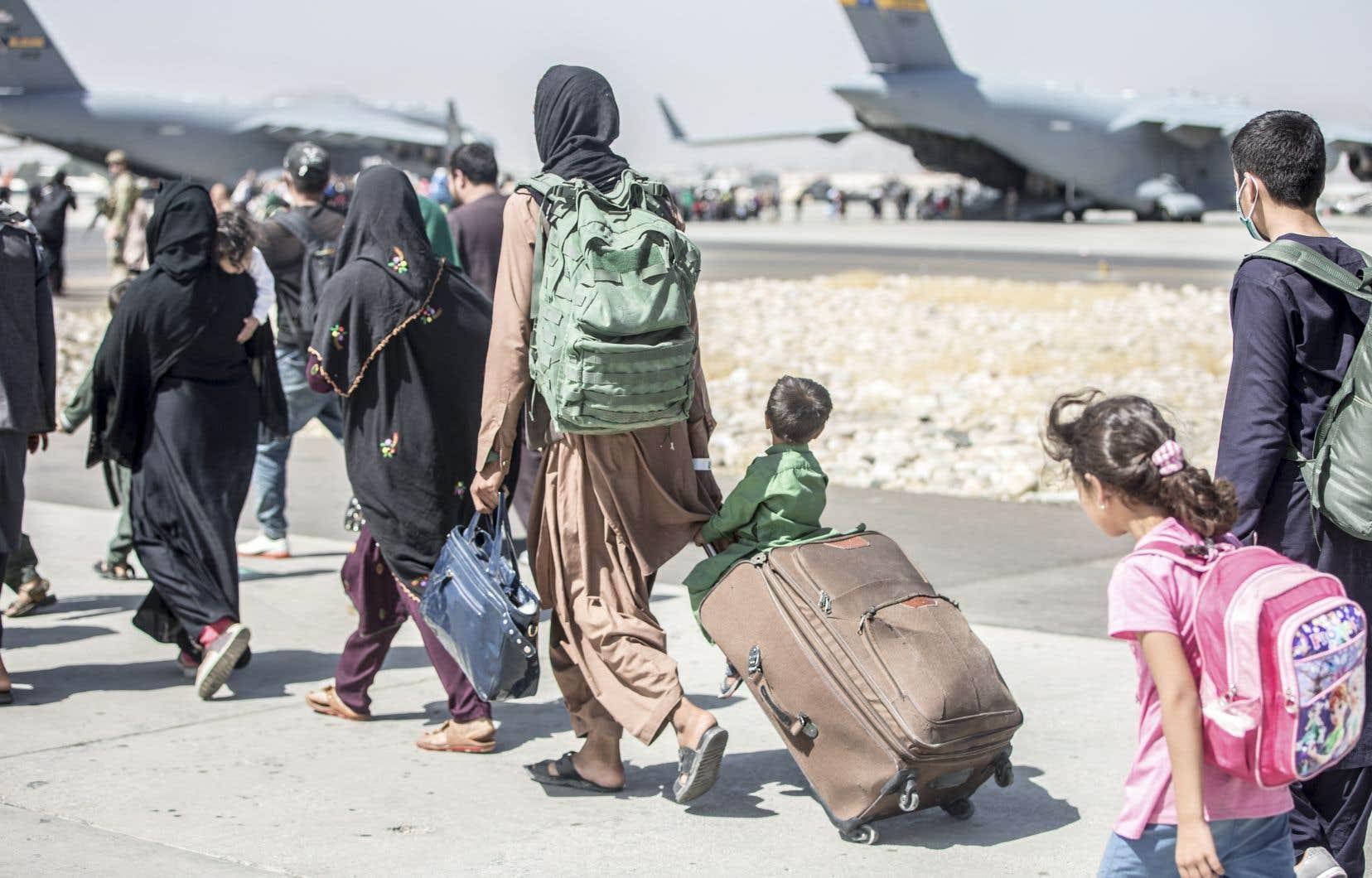«Évidemment, nous sommes tous d'accord que les talibans doivent laisser les gens se rendre à l'aéroport dans les jours à venir, mais ils vont devoir aussi permettre aux gens de quitter l'Afghanistan dans les semaines à venir», a déclaré Justin Trudeau.