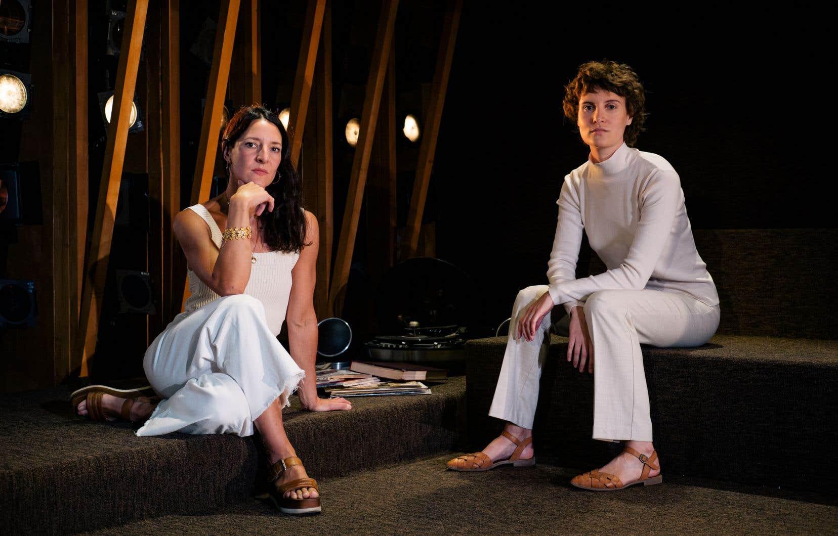 Solène Paré (à droite), la metteuse en scène de «La brèche», une pièce de l'Américaine contemporaine Naomi Wallace, en compagnie de l'interprète principale, Ève Pressault