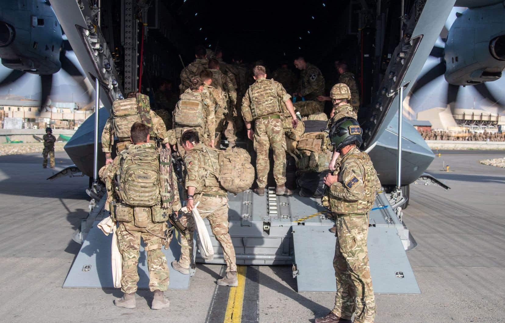 Joe Biden avait fait savoir samedi qu'une nouvelle attaque était « hautement probable », après l'attentat de jeudi aux abords de l'aéroport de Kaboul, revendiqué par l'EI-K et qui a fait plus d'une centaine de morts dont 13 militaires américains.