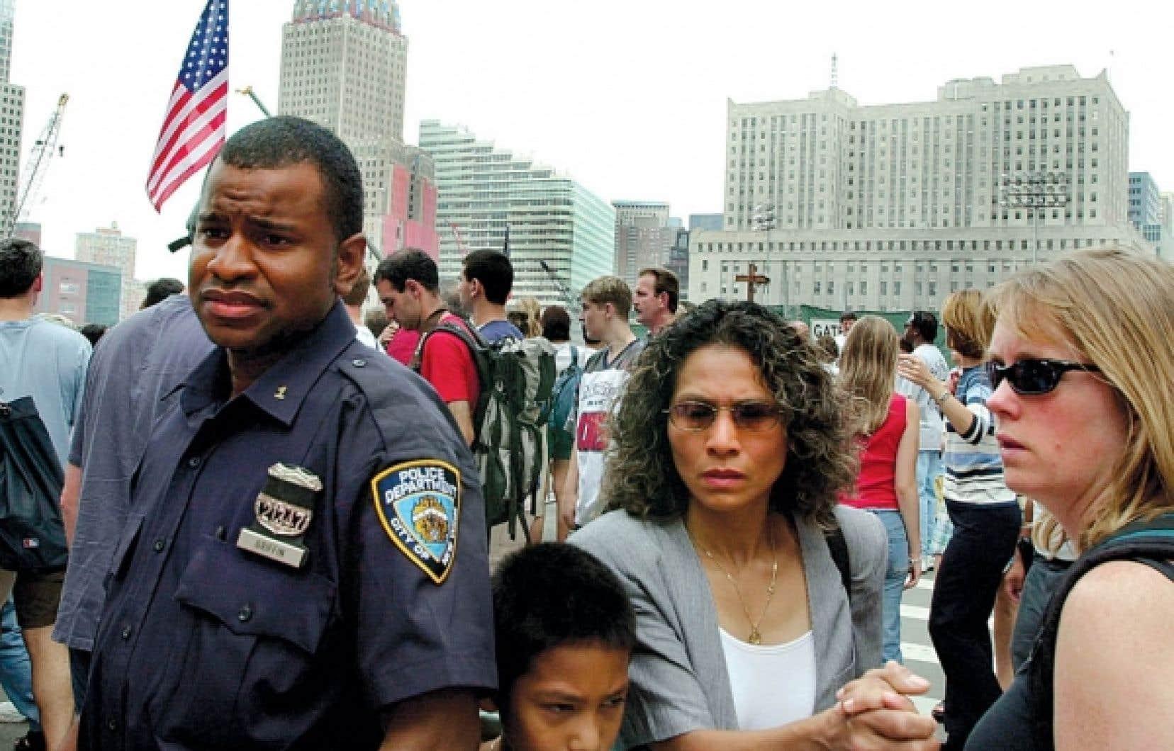 Un an après les attentats, à New York, les visages laissaient toujours voir des craintes. Une médiatisation extrême est venue alimenter un catastrophisme ambiant déjà très présent, estime le politologue Bruno Tertrais.