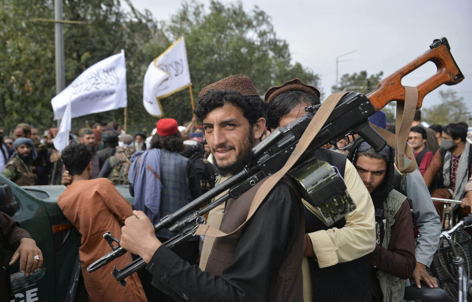Des talibans sont descendus dans les rues de Kaboul mardi pour fêter le départ des Américains.