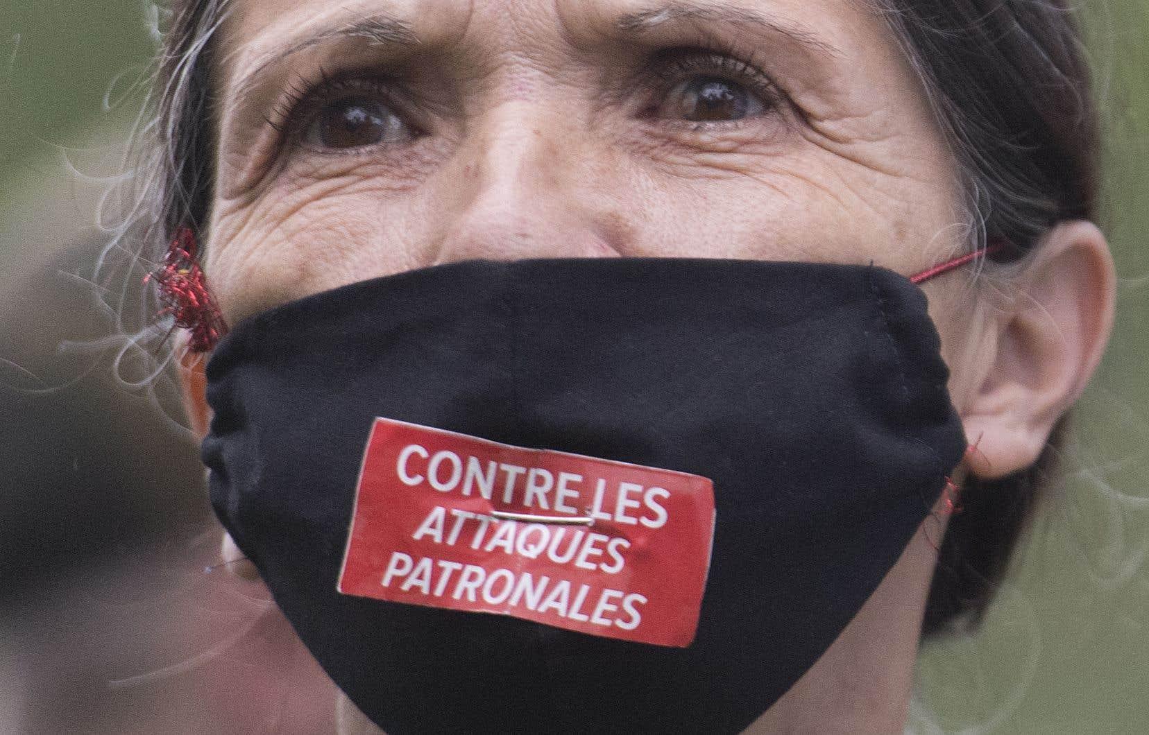 Une participante d'une manifestation syndicale à l'occasion de la fête du Travail, à Montréal, le 7 septembre dernier