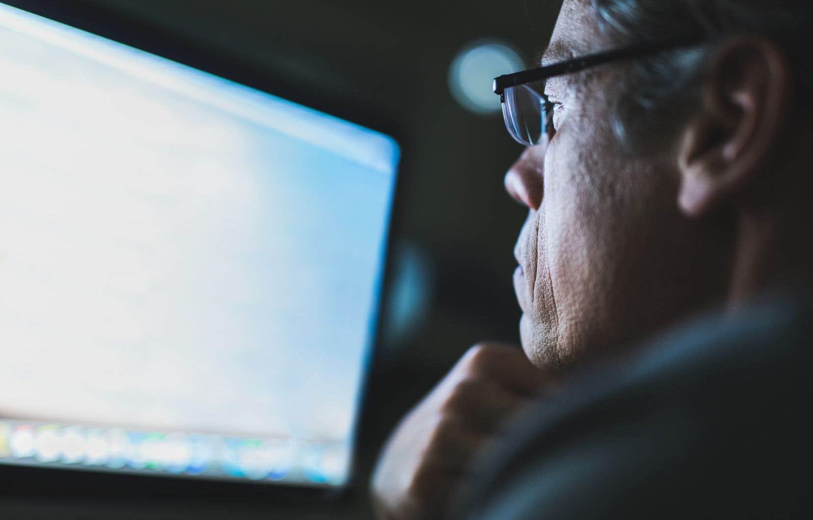 Une autre barrière se dresse devant les analphabètes: l'acquisition des compétences informatiques de base pour maintenir leur productivité.