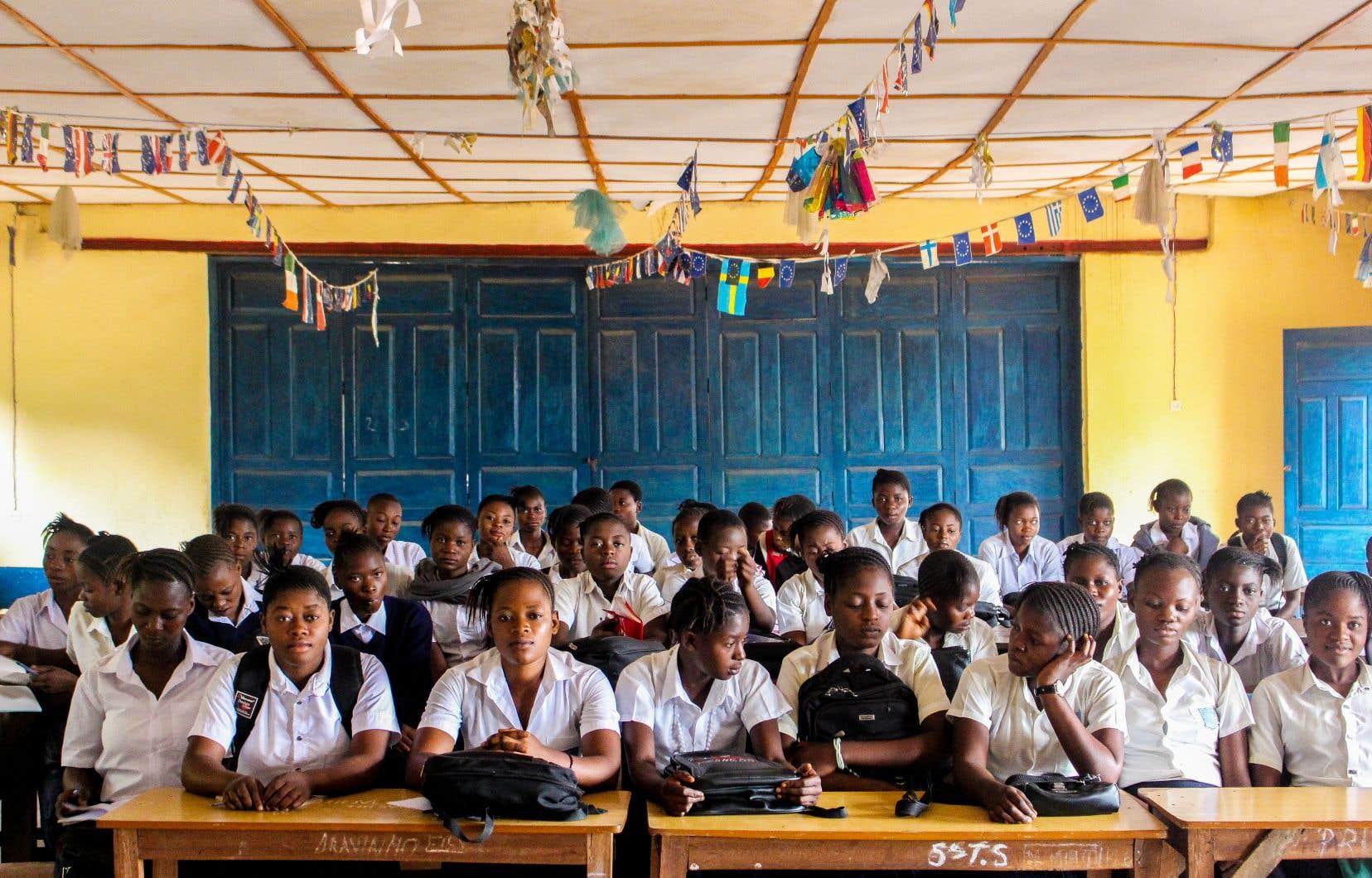 Une école située en République démocratique  du Congo, où le projet EDUFAM réunit différents partenaires pour favoriser l'éducation des filles.