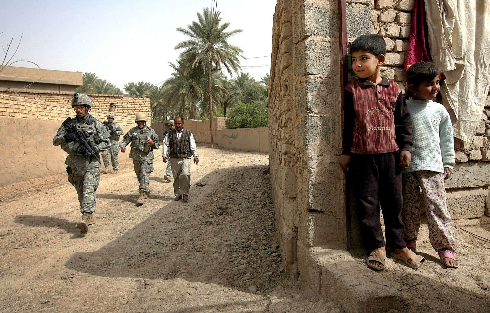 Le rapport du projet Costs of War estime qu'au moins 387 072 civils et 301 933 combattants ennemis — un terme à la définition souvent floue — ont été tués lors des opérations militaires américaines au Moyen-Orient depuis le 11 septembre 2001. Sur la photo, des soldats américains en Irak, en 2008.