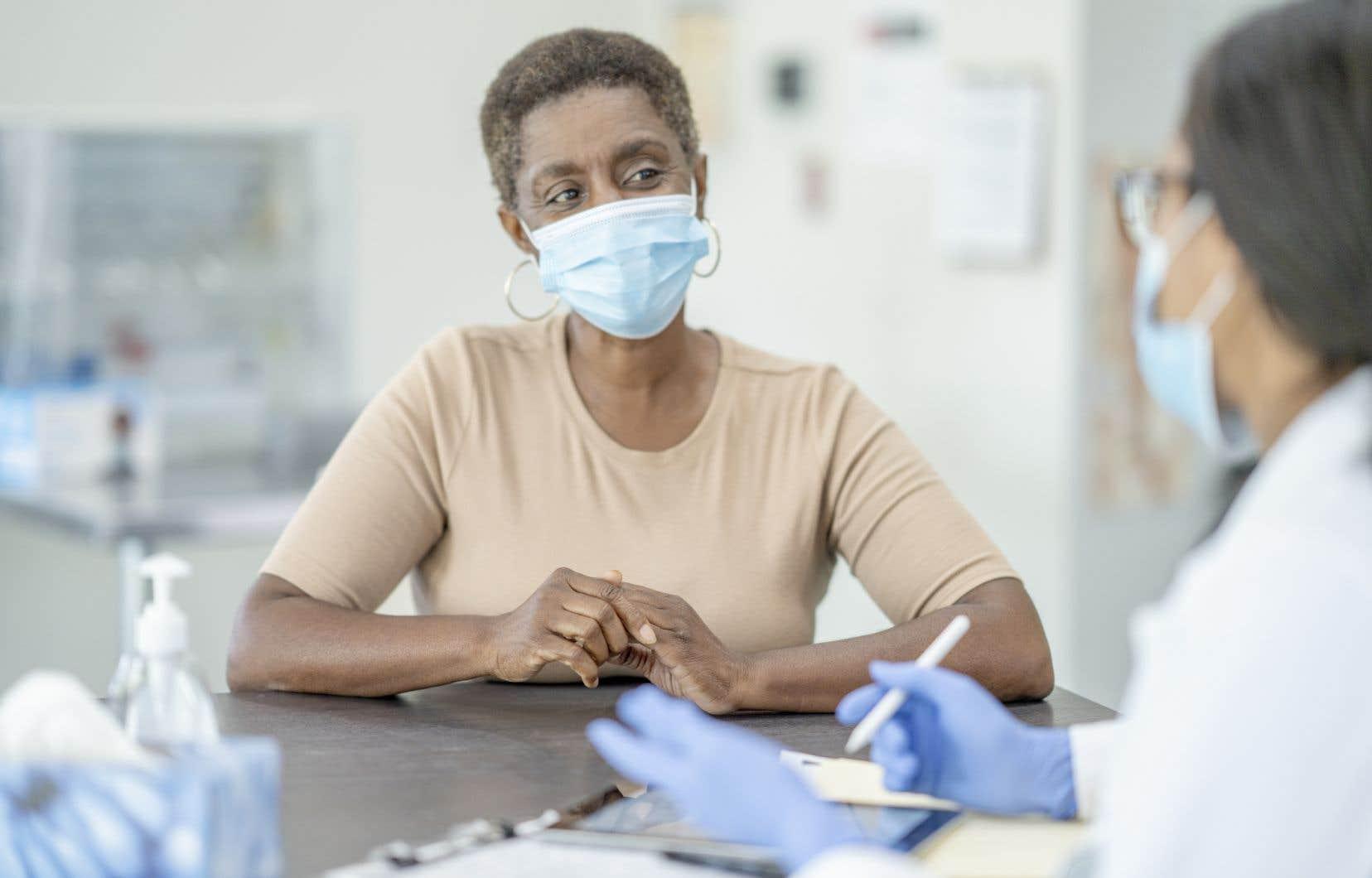 Une visite chez le médecin peut devenir un casse-tête pour les personnes avec un faible taux de littératie, d'où l'importance de simplifier les communications s'adressant au grand public.