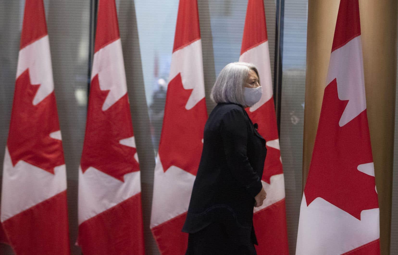 «La gouverneure générale n'est pas une potiche, elle est la cheffe d'État au Canada, et elle ne parle pas français», écrit l'auteur.