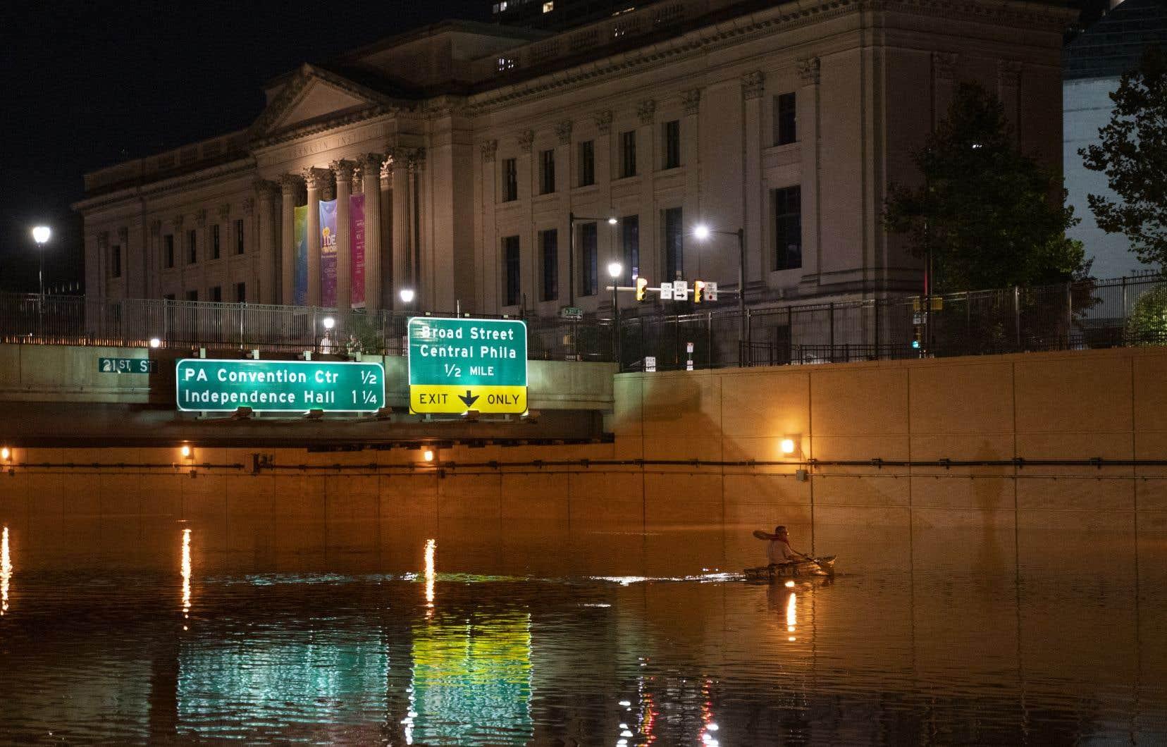 Les ouragans et tempêtes sont un phénomène récurrent aux États-Unis, mais le réchauffement de la surface des océans contribue à rendre les tempêtes plus puissantes, notamment dans les villes côtières comme New York ou, ici, Philapdelphie.