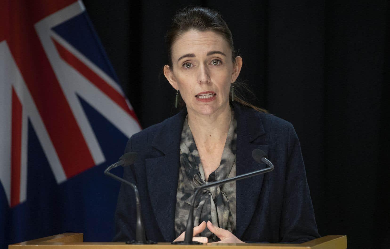 Ce décès est «un rappel profondément triste de la raison pour laquelle les mesures que nous prenons actuellement sont si importantes», a déclaré la Première ministre Jacinda Ardern.