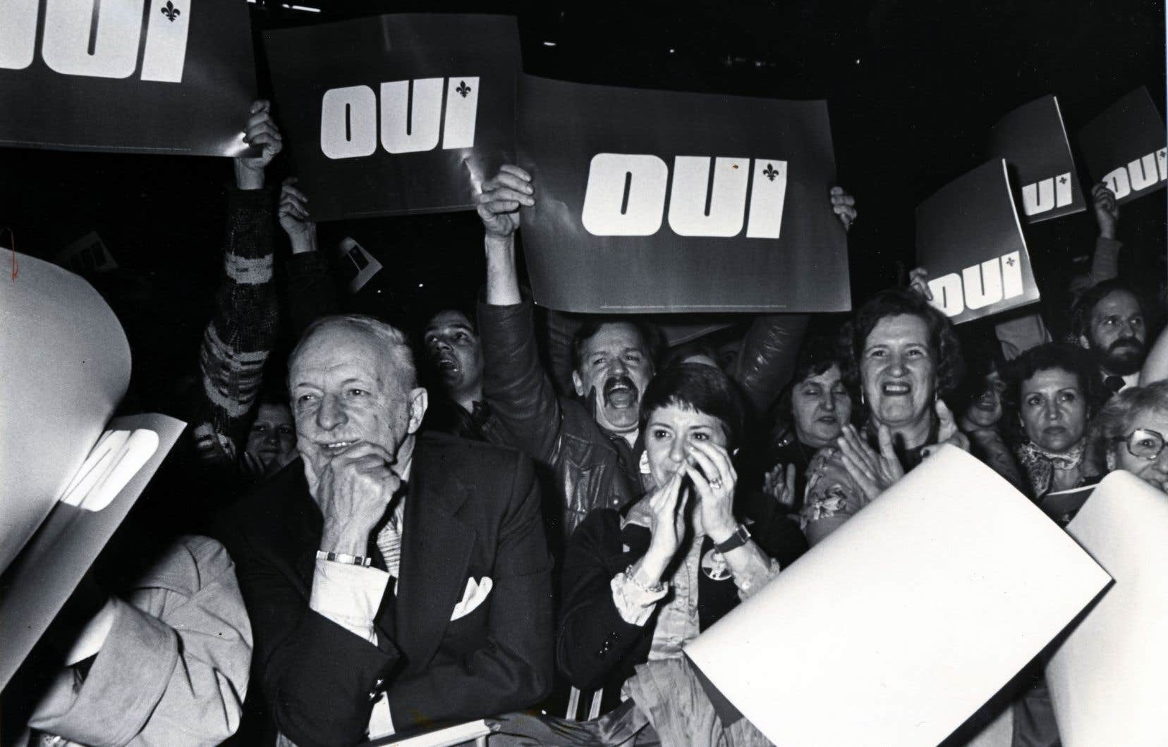 Le mouvement féministe, par exemple, s'est développé dans le cadre du mouvement indépendantiste. Il y avait aussi des liens très étroits entre le mouvement syndical et le mouvement indépendantiste, écrivent les auteurs du texte.