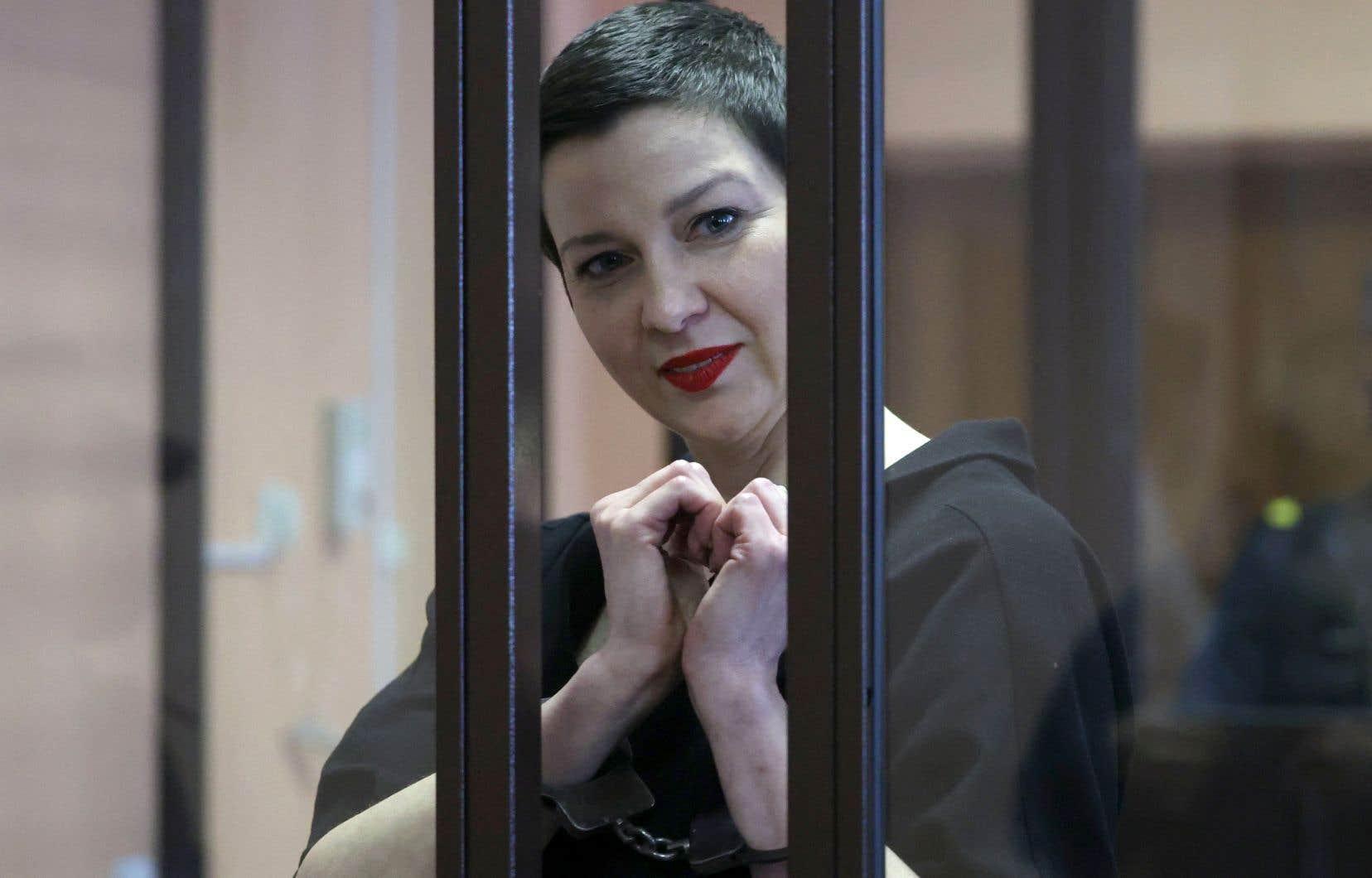Au terme d'un mois de procès tenu à huis clos, Maria Kalesnikova et son avocat ont été reconnus coupables de «conspiration en vue de prendre le pouvoir», d'«appel à des actions portant atteinte à la sécurité nationale» et de «création d'un groupe extrémiste».