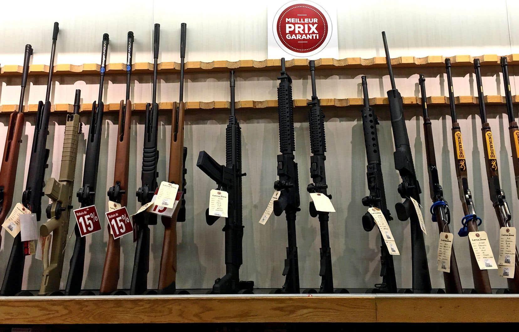 Lundi, le chef conservateur ne disait pas jusqu'à quand il continuerait d'interdire les 1500 modèles d'armes à feu.