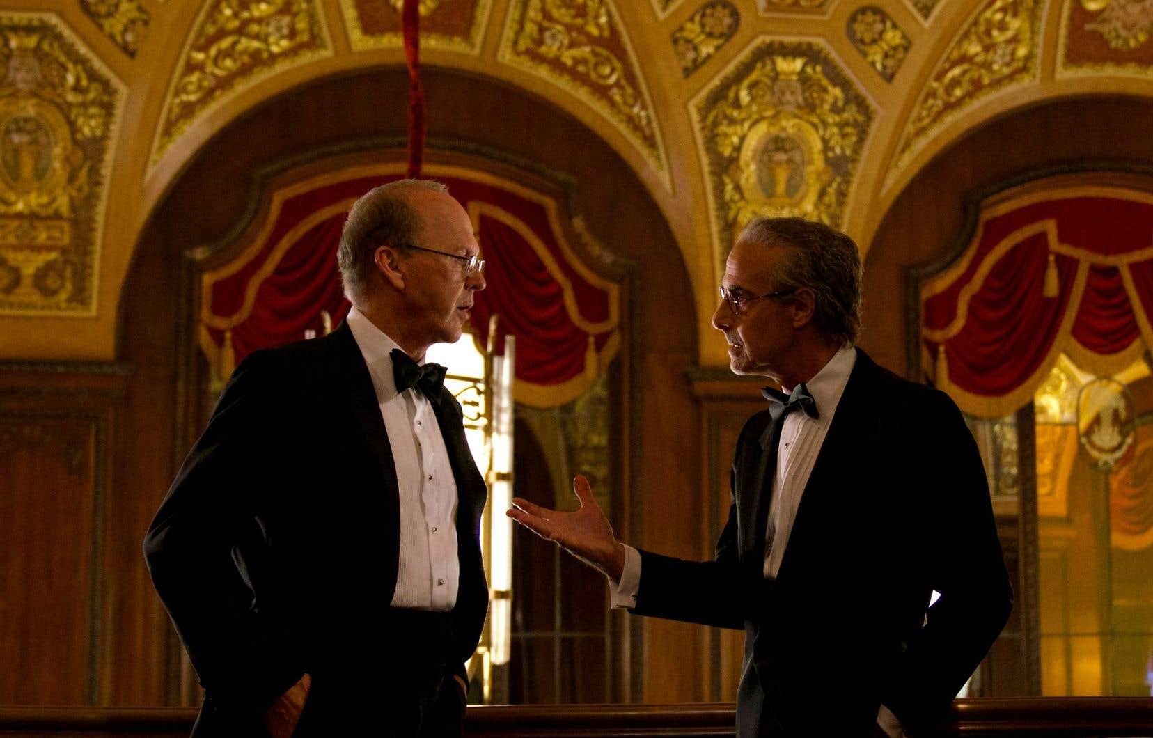 Dans «À quel prix ?», Charles Wolf, veuf de l'attentat et meneur des victimes, interprété par Stanley Tucci (à droi- te), est montré comme l'alter ego de l'avocat Kenneth Feinberg, interpreté par Michael Keaton (à gauche).