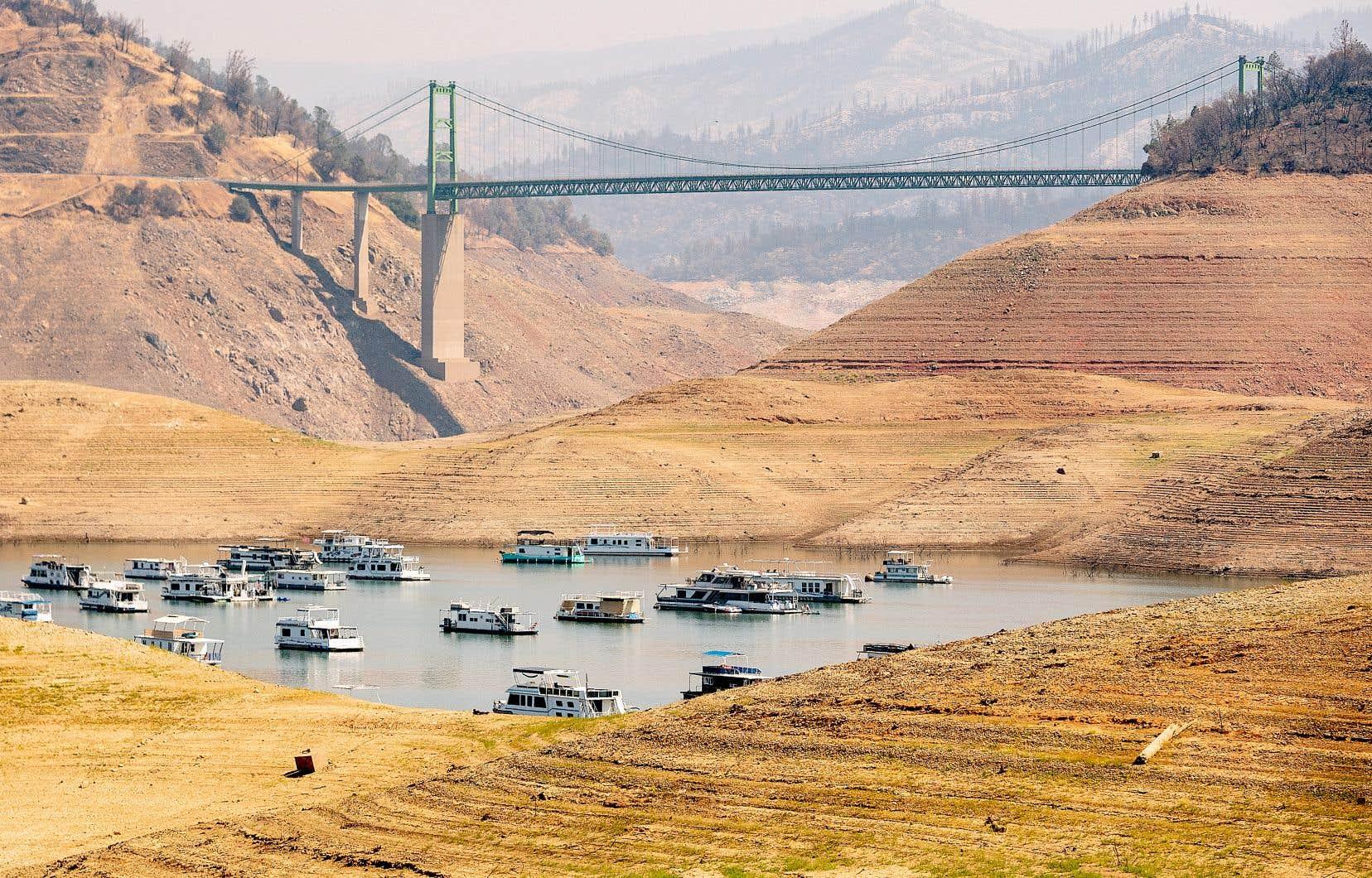 En Californie, le lac Oroville était à 23% de sa capacité dimanche. La valeur des contrats à terme sur l'eau a doublé à cause de la rareté qui découle des feux de forêt et des sécheresses qui ravagent la côte ouest américaine.