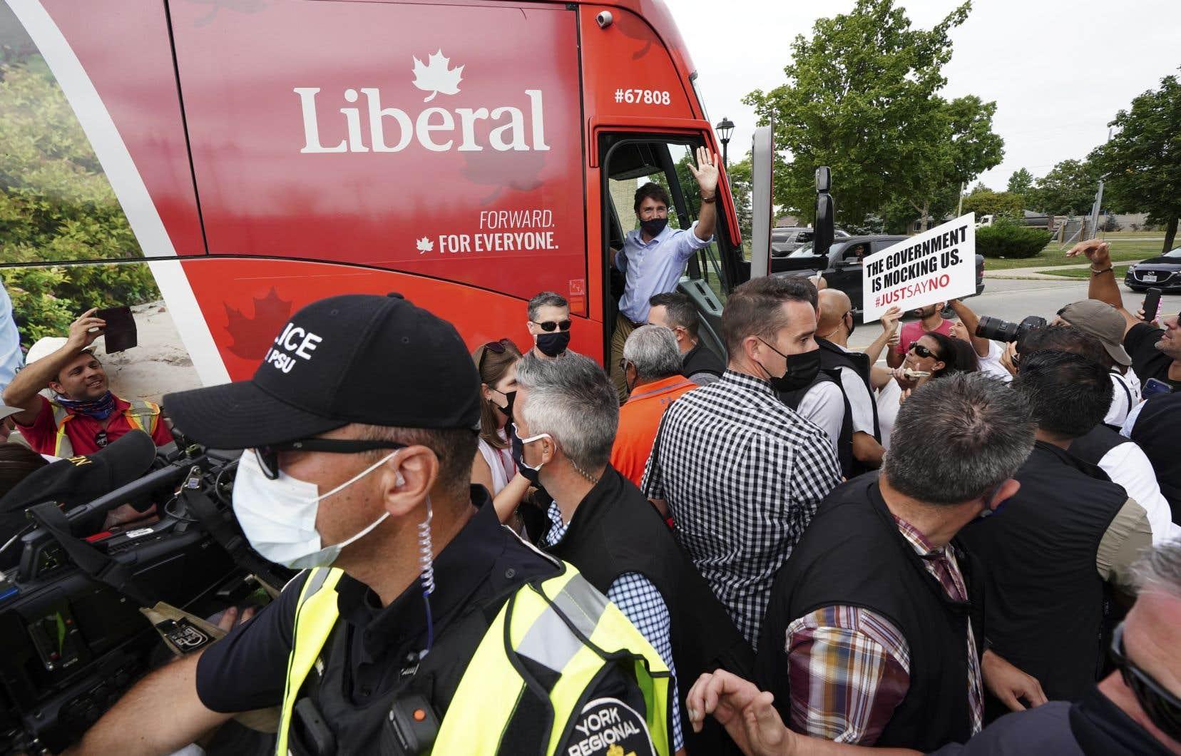 «Les libéraux ont souvent été maîtres dans l'art de capter une partie de l'électorat conservateur pour le marier avec des électeurs qui demandent une intervention importante du gouvernement dans les programmes sociaux», écrit l'auteur.