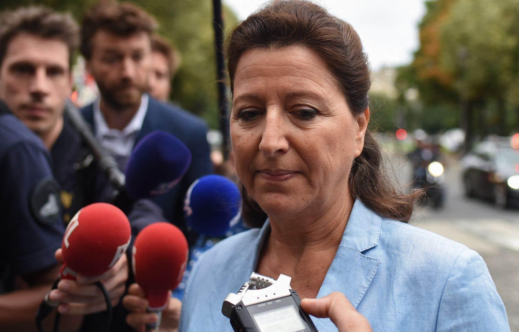Arrivée peu avant 9h au siège de la Cour, Agnès Buzyn en est ressortie après plus de neuf heures d'audition sans dire un mot à la presse. «Aujourd'hui, c'est une excellente opportunité pour moi de m'expliquer et de rétablir la vérité des faits», avait-elle déclaré à son arrivée.