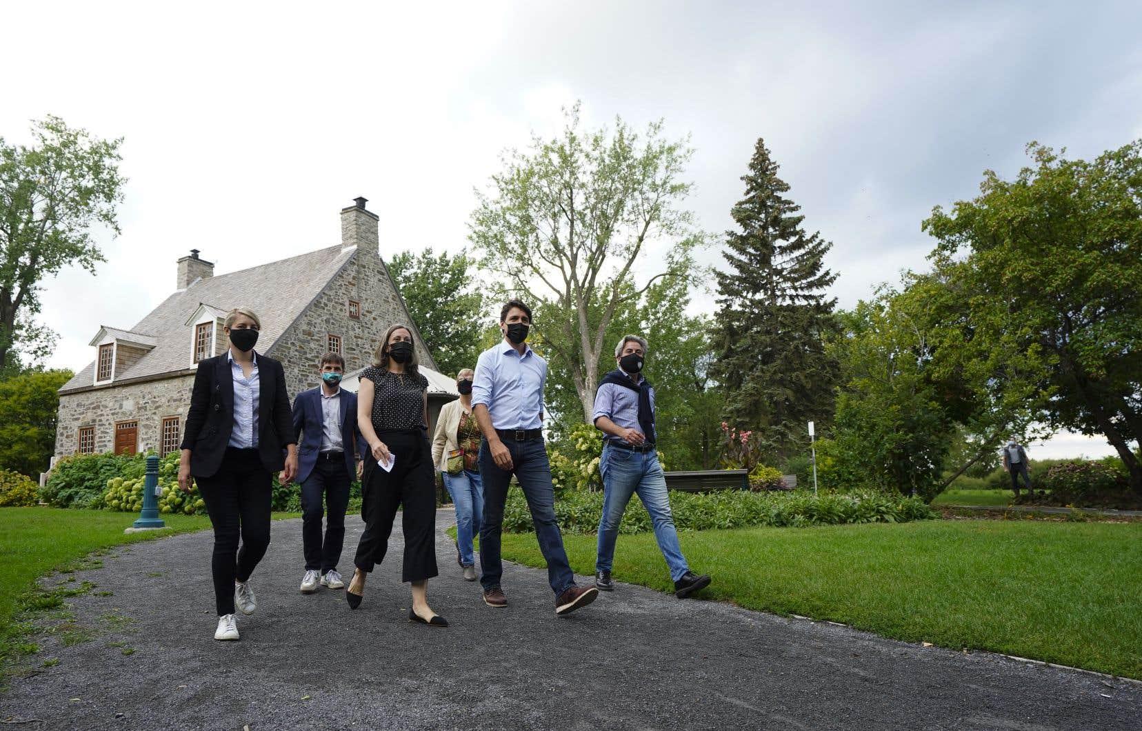 M. Trudeau était de passage avec plusieurs candidats locaux dans la circonscription de La Prairie.