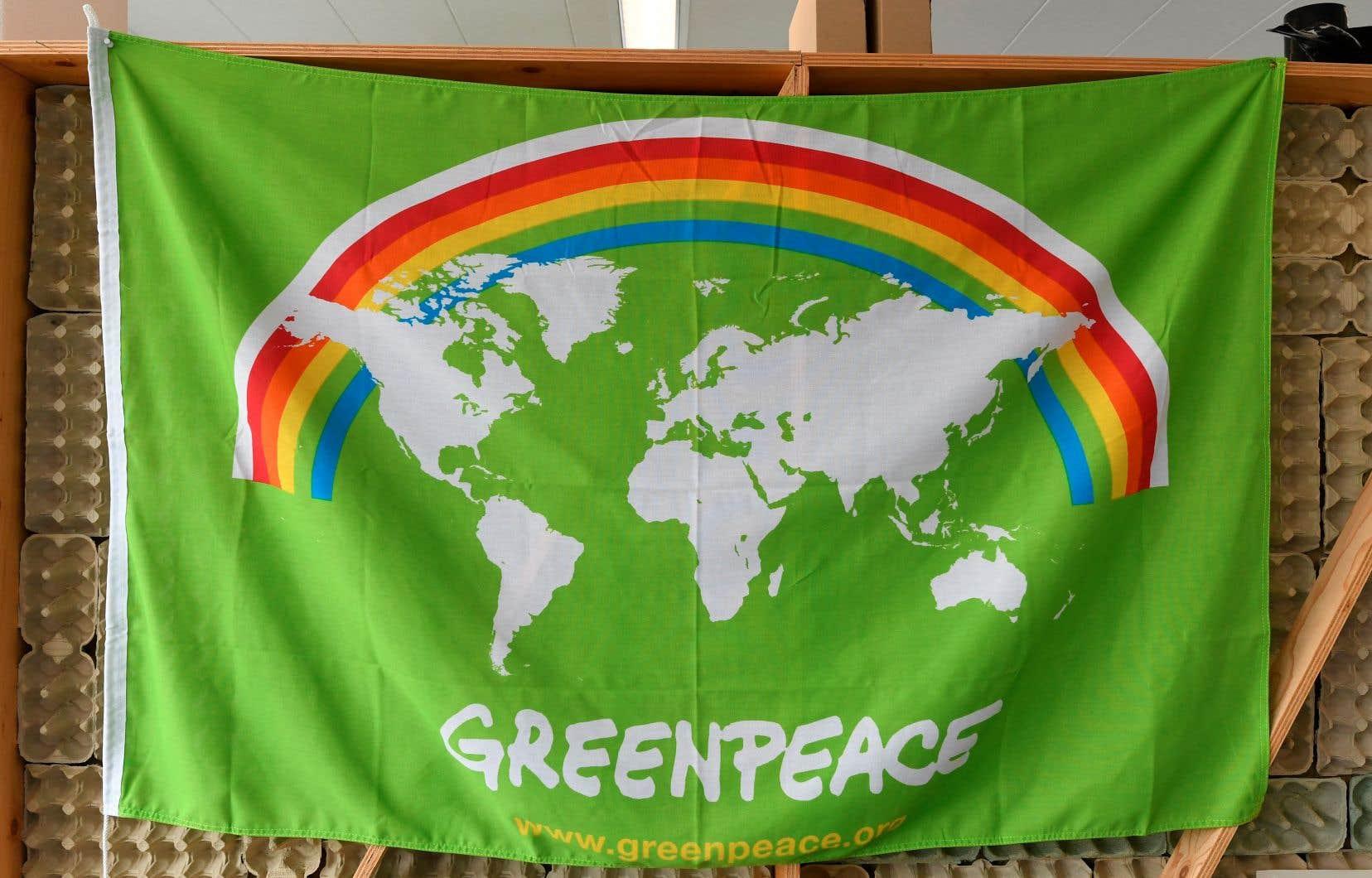 Depuis 50 ans, les messages de Greenpeace ont évolué. La lutte contre le nucléaire est toujours là, mais le combat contre le changement climatique est venu s'ajouter aux priorités.