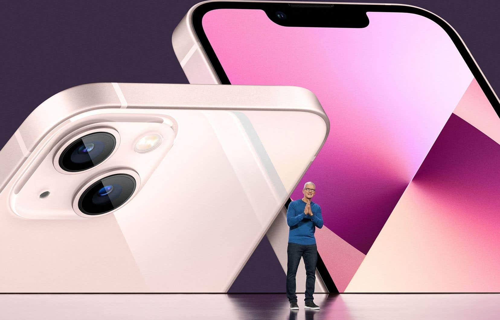 Le p.-d.g. d'Apple, Tim Cook, a présenté mardi les quatre modèles d'iPhone 13 qui seront mis sur le marché cet automne et qui comprendront notamment un processeur plus performant que son prédécesseur.