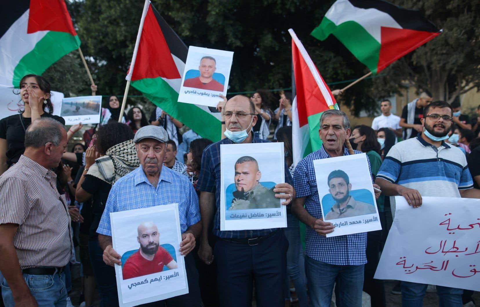 Selon la commission chargée des prisonniers, des négociations se tiennent entre l'administration pénitentiaire israélienne et des représentants des prisonniers, sans succès pour le moment.