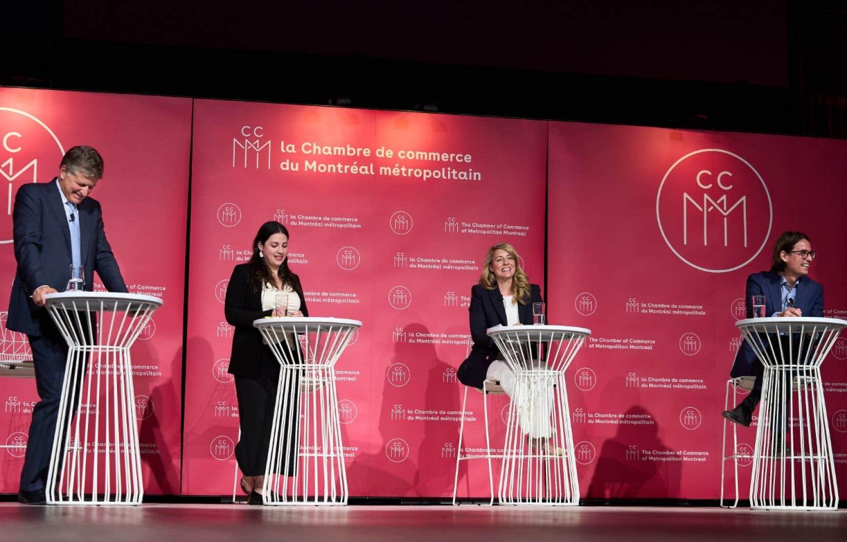 Quatre candidats ont débattu d'enjeux économiques, mardi soir, à l'invitation de la Chambre de commerce du Montréal métropolitain.