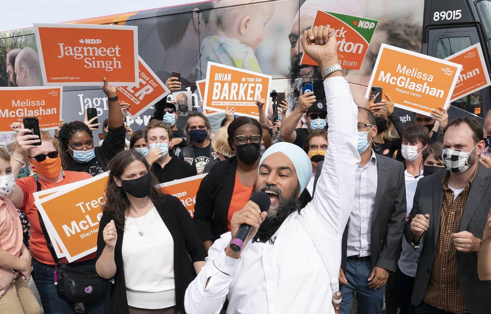 Lorsqu'on lui a demandé mardi si les candidats devaient démissionner à cause de propos antisémites, M.Singh a déclaré qu'il n'y avait pas de place chez les néodémocrates pour le racisme ou les préjugés.